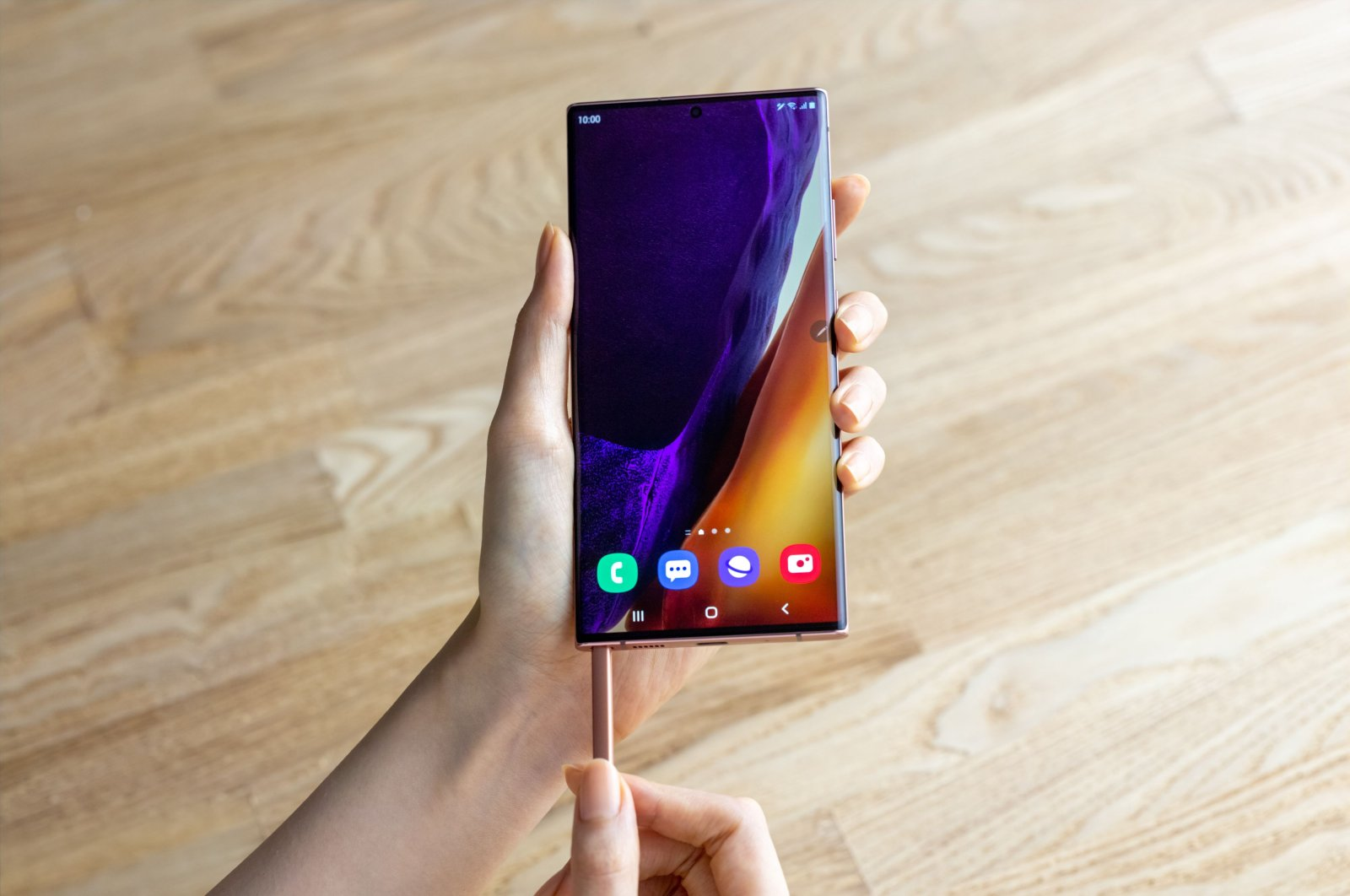 This handout photo obtained August 5, 2020 courtesy of Samsung, shows the Galaxy Note2O Ultra S pen. (AFP Photo/Samsung/Handout)