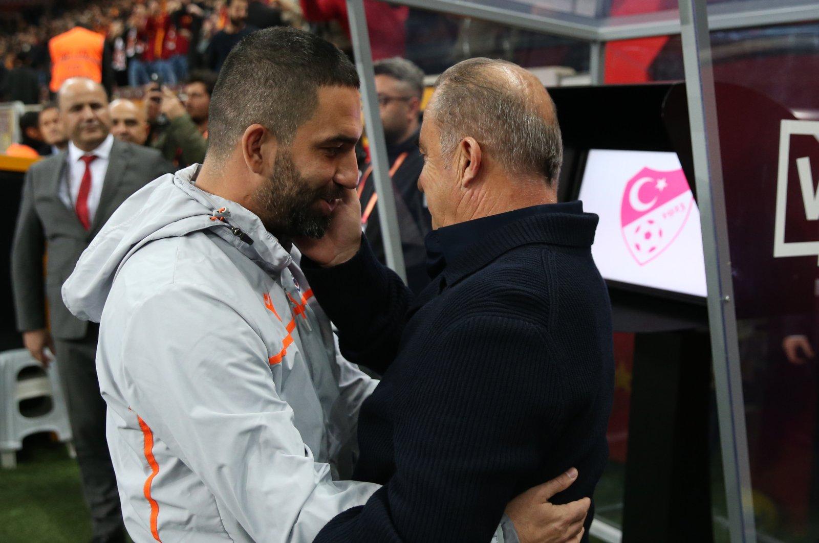 Arda Turan (L) and Galatasaray coach Fatih Terim embrace before a Süper Lig match between Başakşehir and Galatasaray in Istanbul, Turkey, Nov. 22, 2019. (AA Photo)