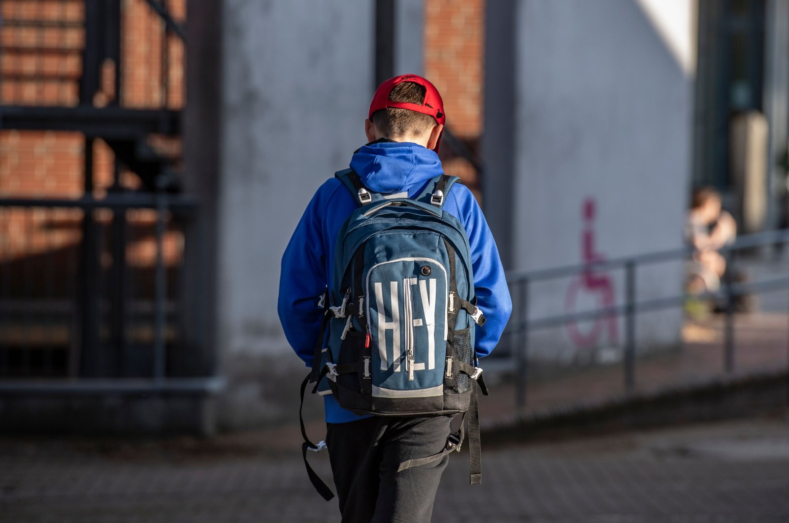 A student heads into a school as education resumes after the summer break amid the COVID-19 pandemic, in Rostock, Germany, Aug. 3, 2020. (AFP Photo)