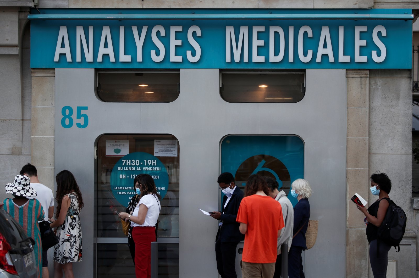 People queue to enter a laboratory to get tested for COVID-19, Paris, France, Aug. 4, 2020. (Reuters Photo)