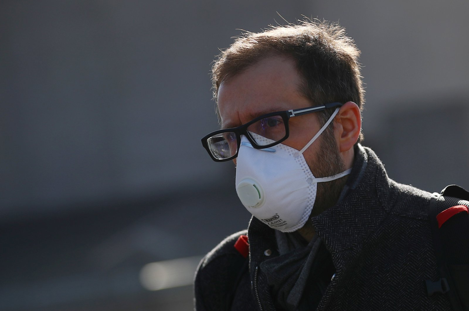 A man wearing a protective mask walks across Waterloo Bridge during rush hour, as the number of coronavirus cases grow around the world, in London, Britain, March 17, 2020. (Reuters Photo)