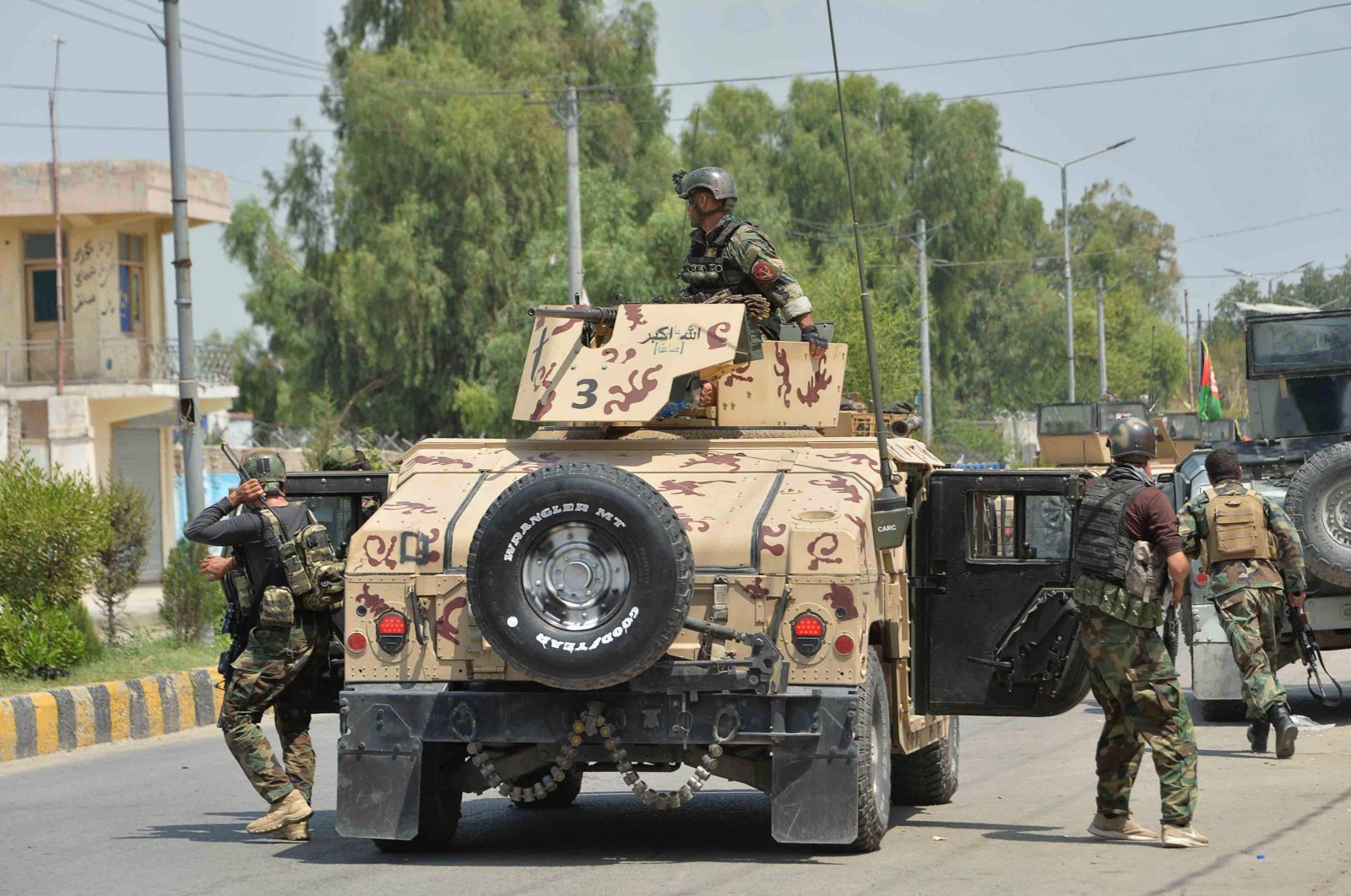 Afghan soldiers arrive in a Humvee vehicle outside a prison during a raid in Jalalabad, Afghanistan, Aug. 3, 2020. (AFP Photo)