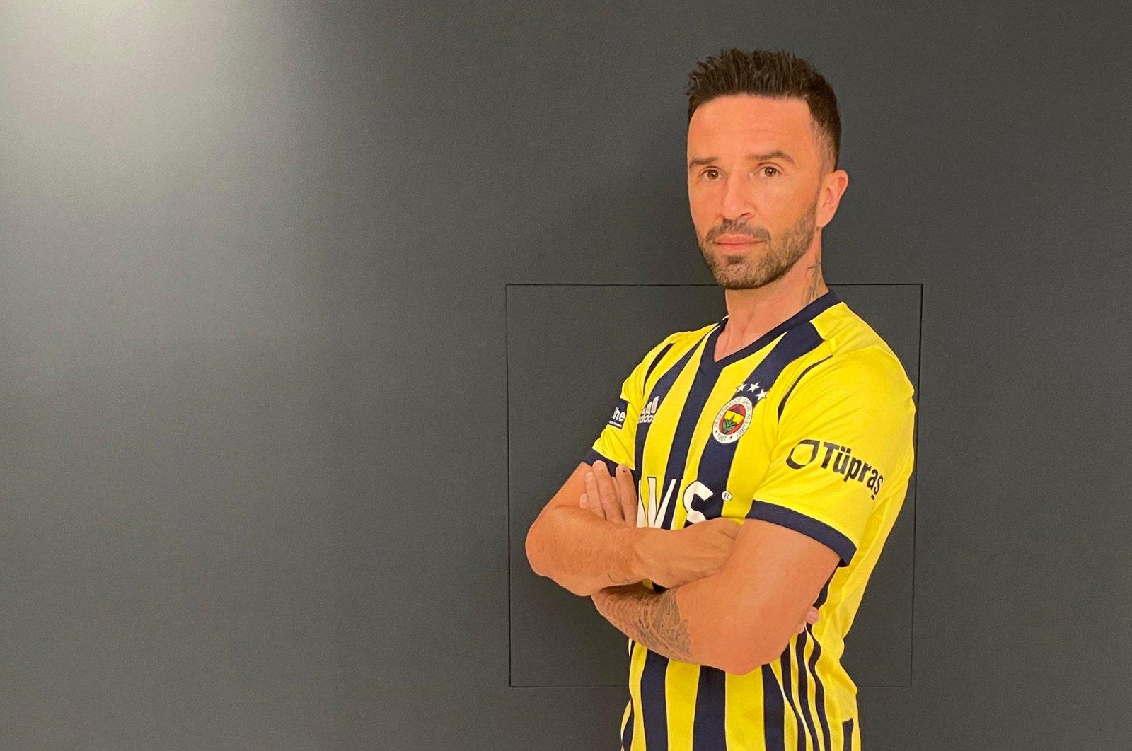 Gökhan Gönül poses with Fenerbahçe jersey, in Istanbul, Turkey, Aug. 6, 2020. (DHA Photo)