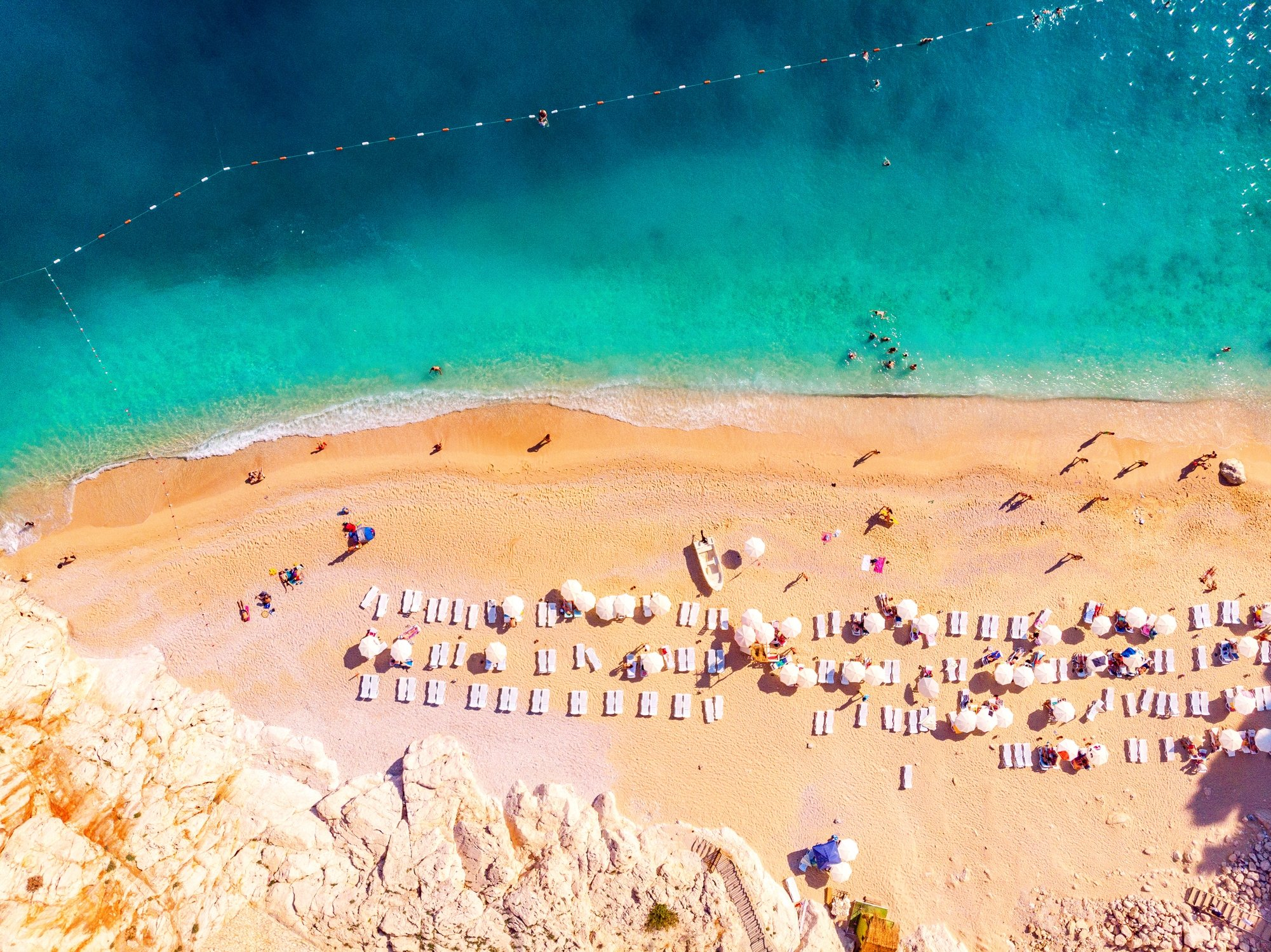 Kaputaş Beach is a unique location thanks to its canyon entrance beach and clean, turquoise waters. (iStock Photo)