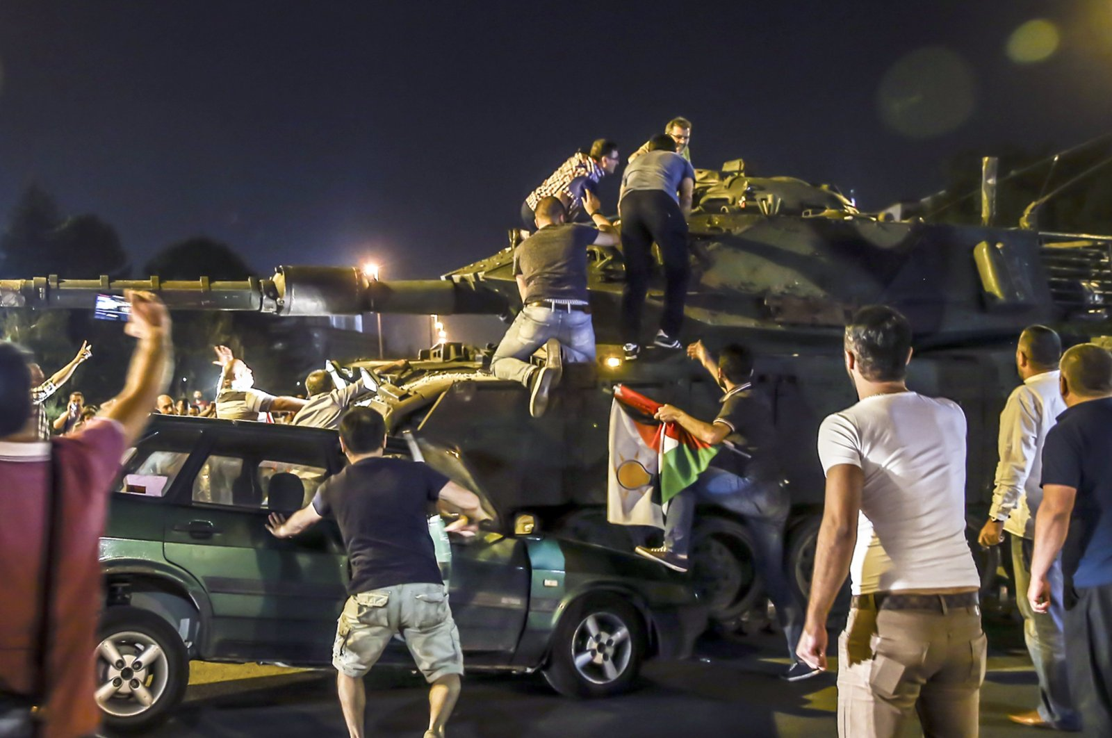 Civilians try to stop a tank controlled by putschists in the capital Ankara, Turkey, July 15, 2016. (AA Photo)