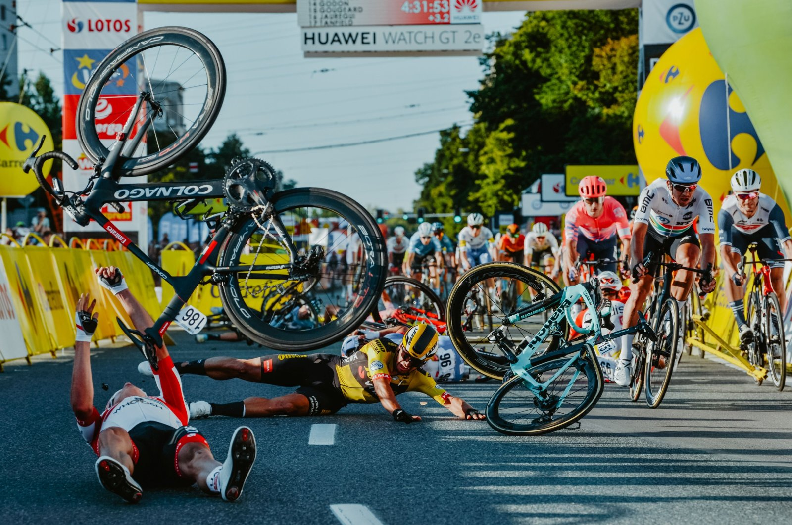 Dutch cyclist Dylan Groenewegen, in yellow jersey, and fellow riders collide during the opening stage of the Tour of Poland race in Katowice, Poland, Aug. 5, 2020. (AFP Photo)