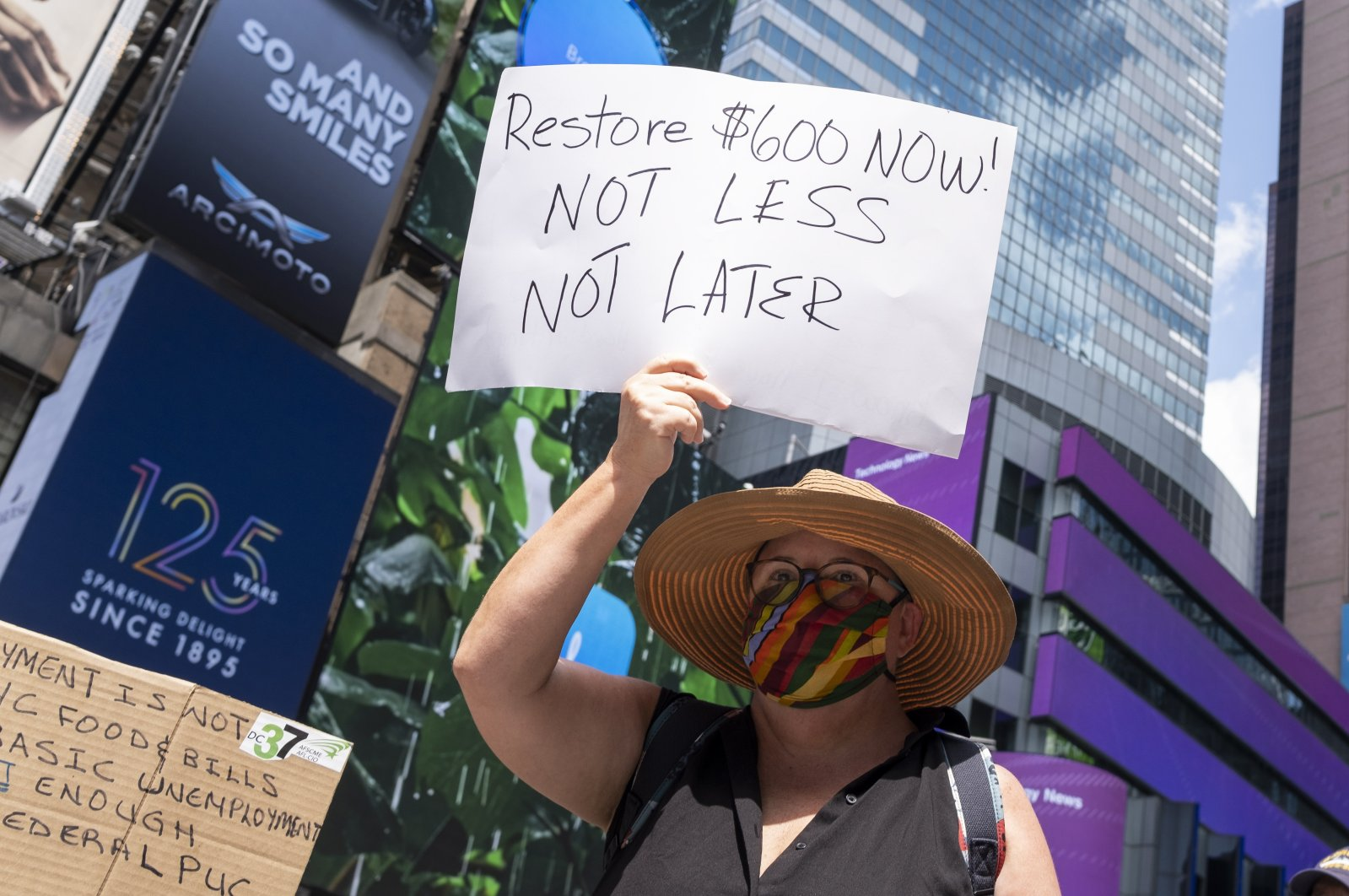 People gather for a rally calling on the U.S. Congress to pass new legislation extending now-expired unemployment benefits to people that are being economically affected by the coronavirus pandemic, in New York, Aug. 5, 2020. (EPA Photo)