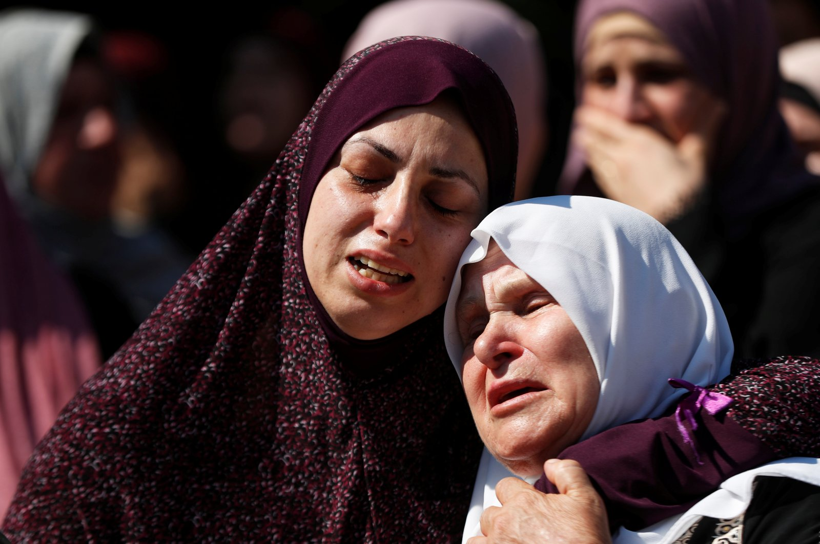 Relatives of Palestinian Dalia Smoudi, 23, mourn during her funeral in Jenin in the Israeli-occupied West Bank, Palestine, Aug. 7, 2020. (Reuters Photo)