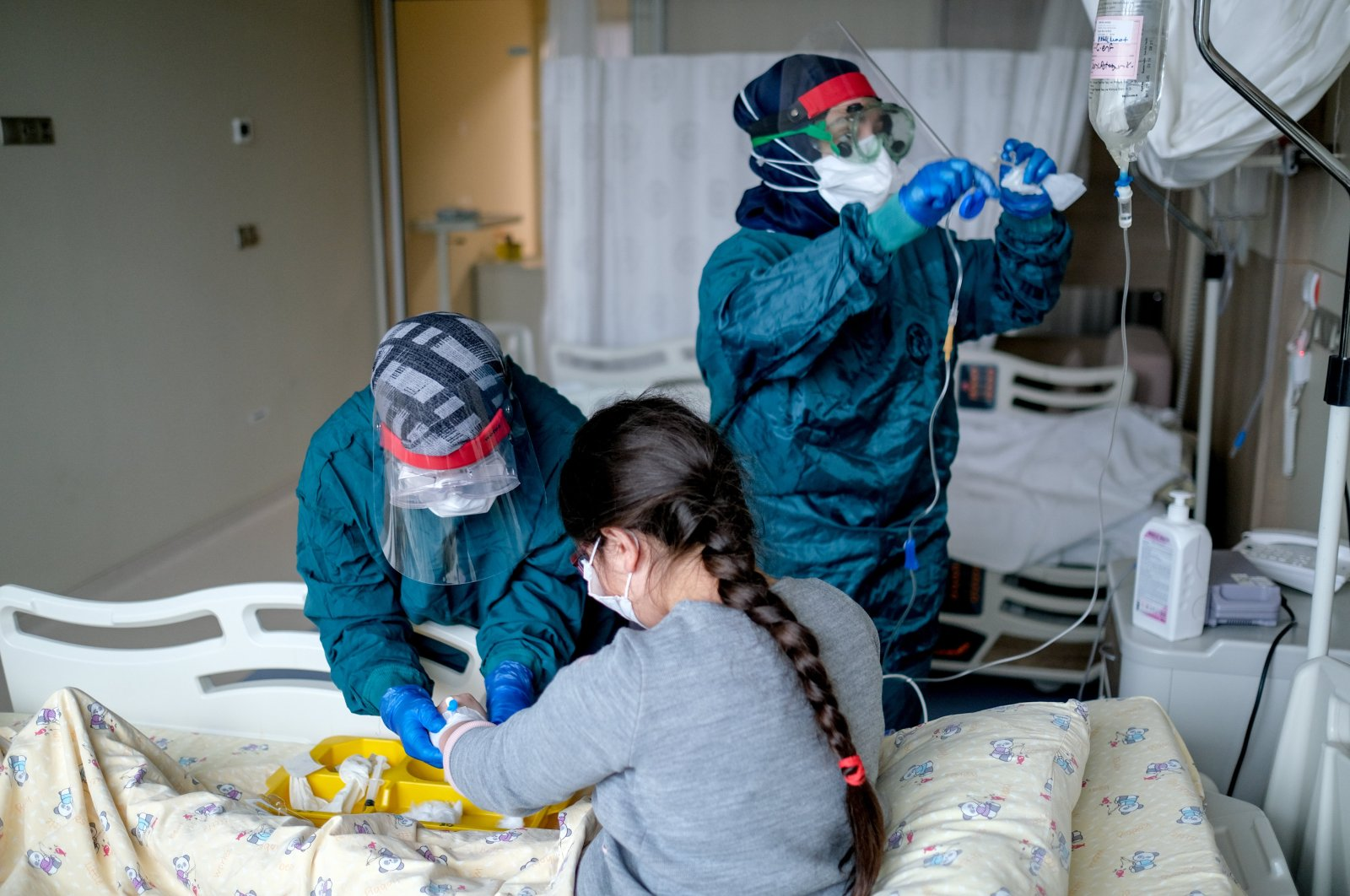 Healthcare workers help a patient infected with coronavirus at Lütfi Kırdar Training and Research hospital in Istanbul Turkey on June 5 2020. (Sabah Photo)