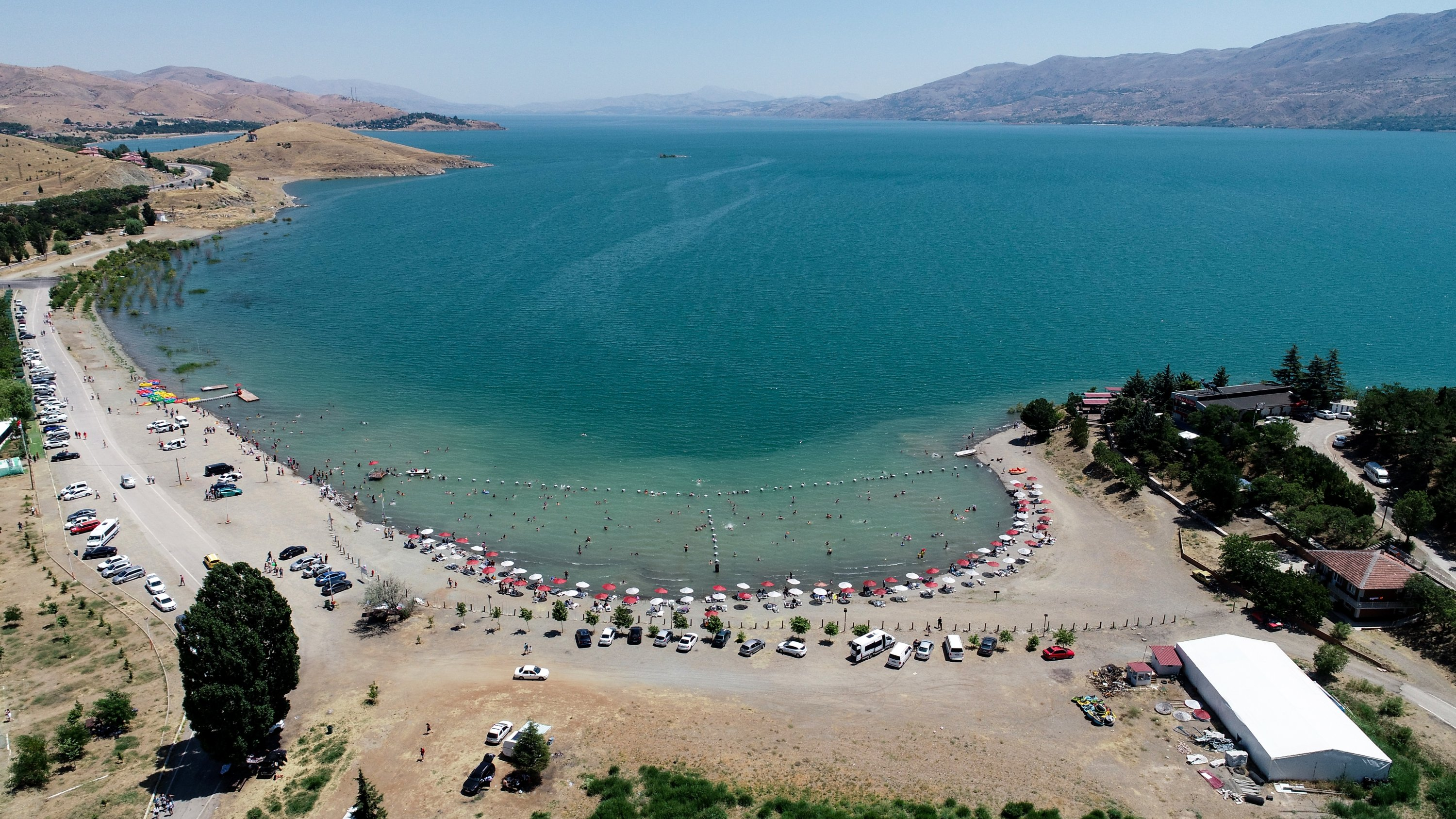 Lake Hazar has proven especially popular with vacationers from eastern and southeastern Anatolia. (AA Photo)