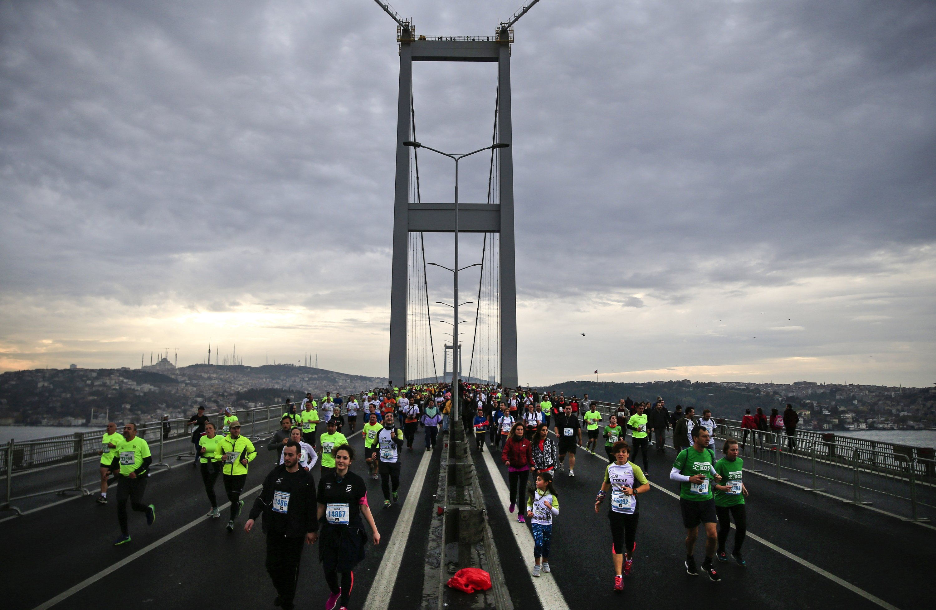 Athletes cross the July 15th Martyrs' Bridge during the Istanbul Marathon between Asia and Europe, on Nov. 12, 2017. (AP Photo)