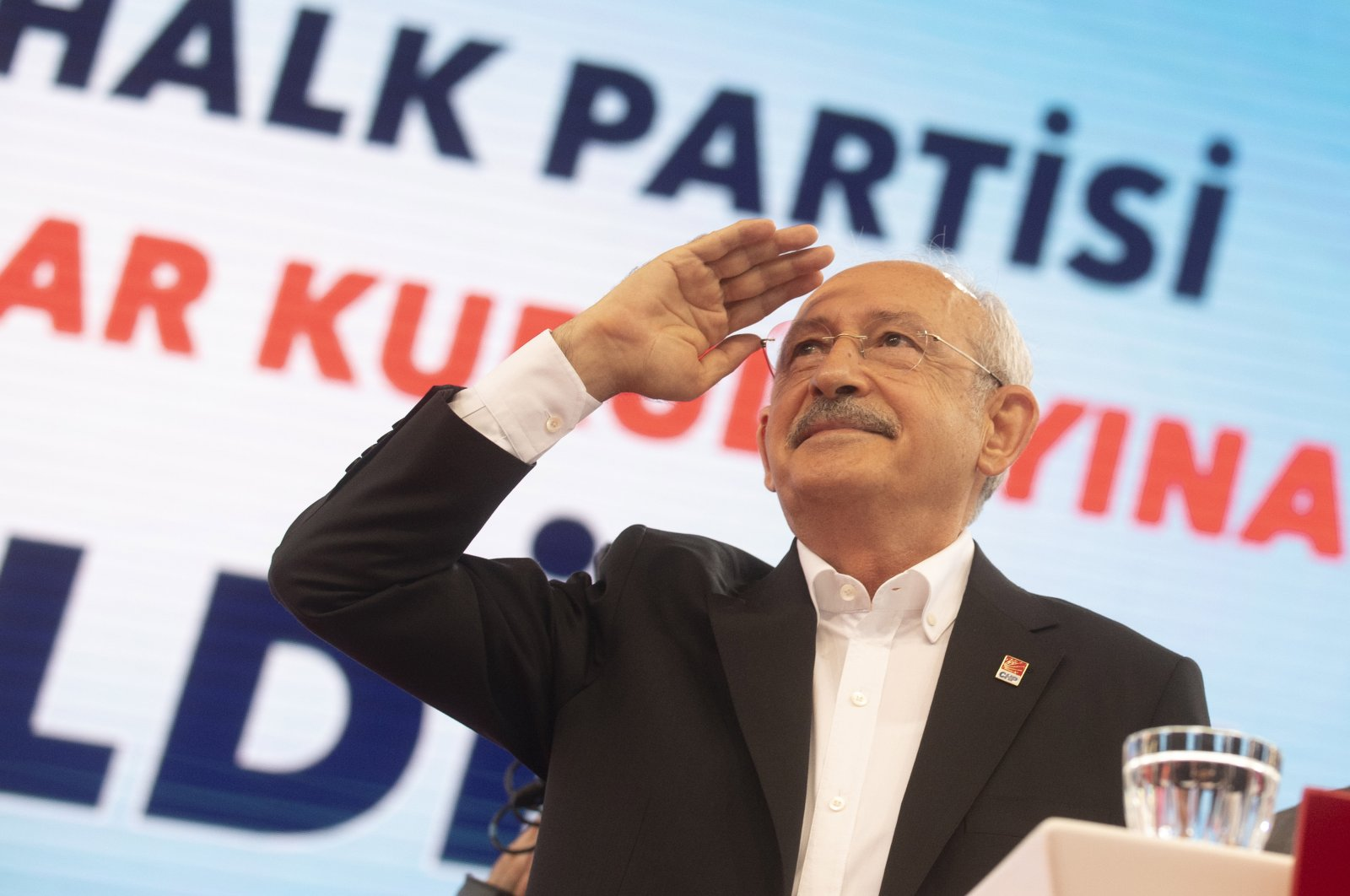 CHP head Kemal Kılıçdaroğlu salutes party members during 37th ordinary meeting of the party, July 25, 2020. (Photo by Ali Ekeyılmaz)