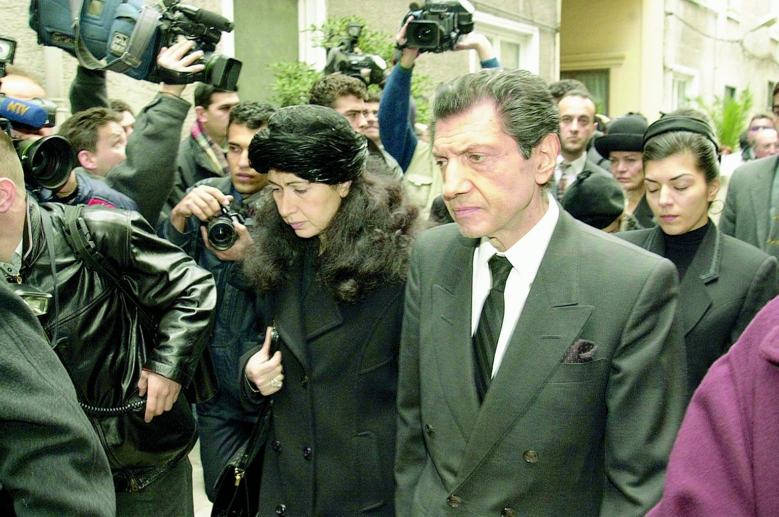 Kerope Çilingir (R) attends Matild Manukyan's funeral in Istanbul, Turkey, Feb. 22, 2001. (Photo by Recai Kömür)