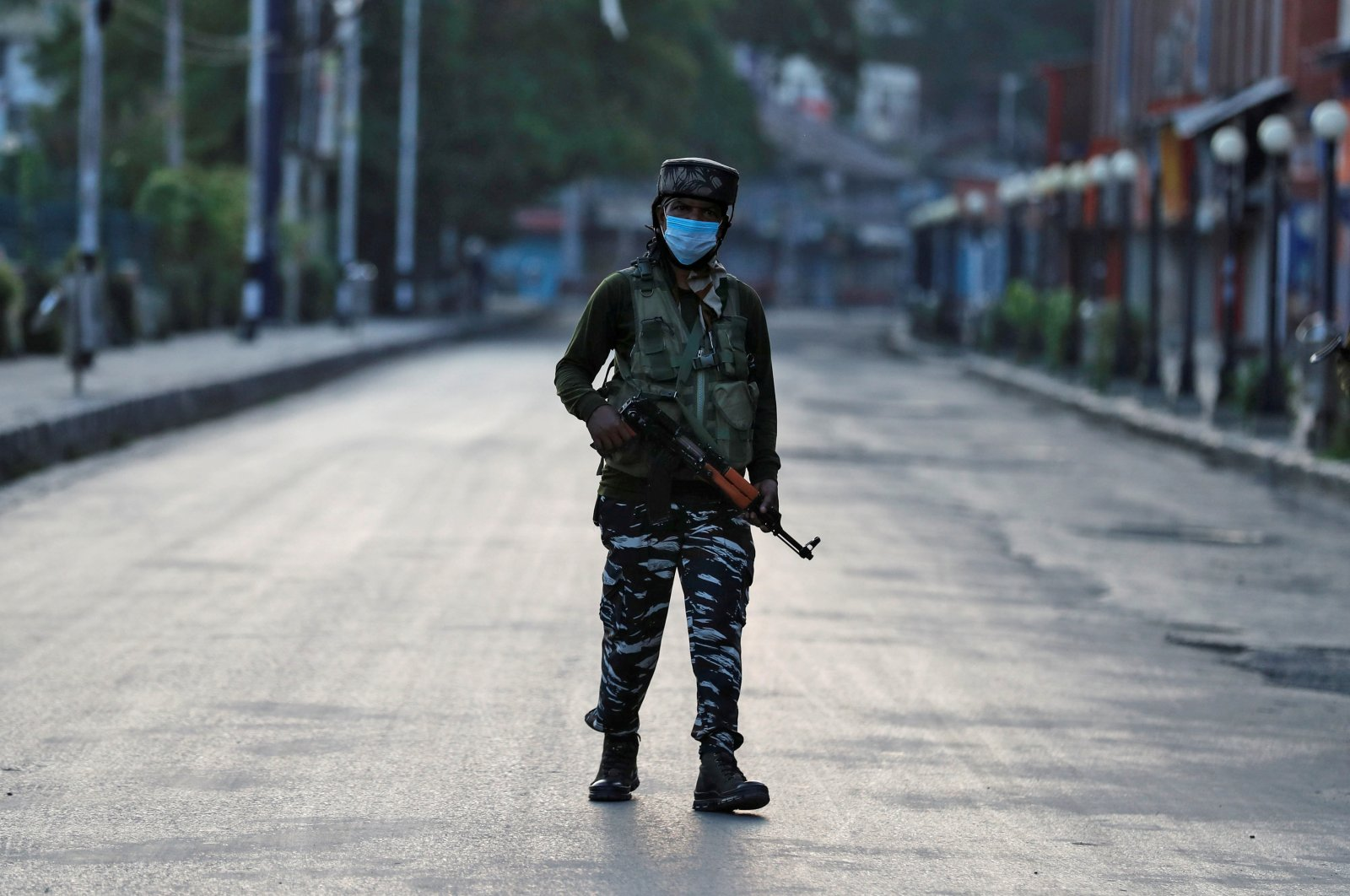 An Indian Central Reserve Police Force (CRPF) officer patrols on an empty street, Srinagar, Indian-occupied Jammu and Kashmir, Aug. 5, 2020. (Reuters Photo)