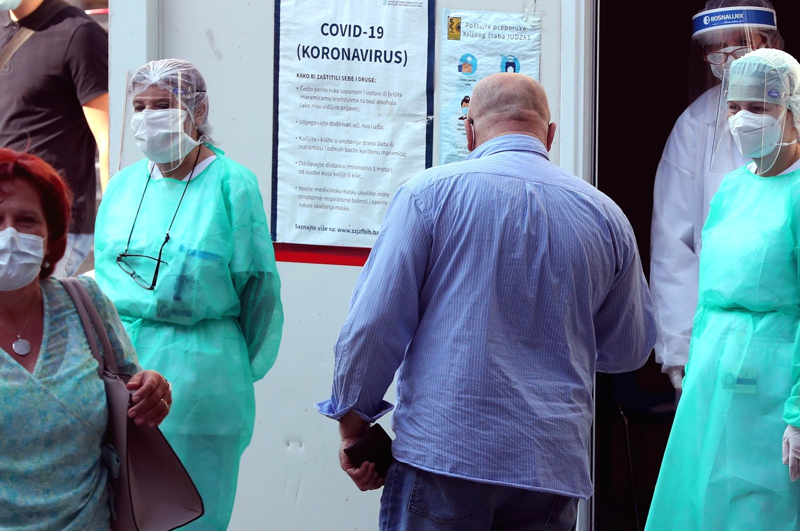 Medical staff attend to people arriving for a coronavirus test, at a hospital in Sarajevo, Bosnia-Herzegovina, Aug. 10, 2020. (EPA Photo)