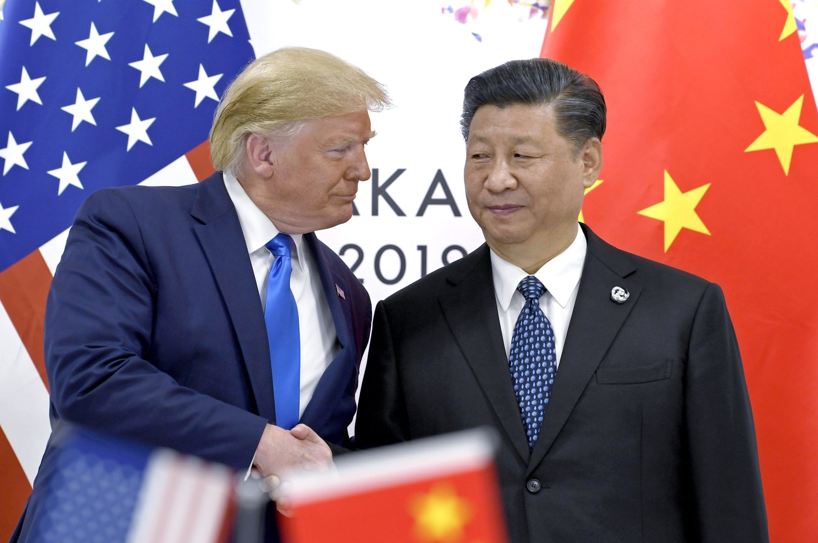 U.S. President Donald Trump (L) shakes hands with Chinese President Xi Jinping during a meeting on the sidelines of the G-20 summit in Osaka, western Japan, June 29, 2019. (AP Photo)