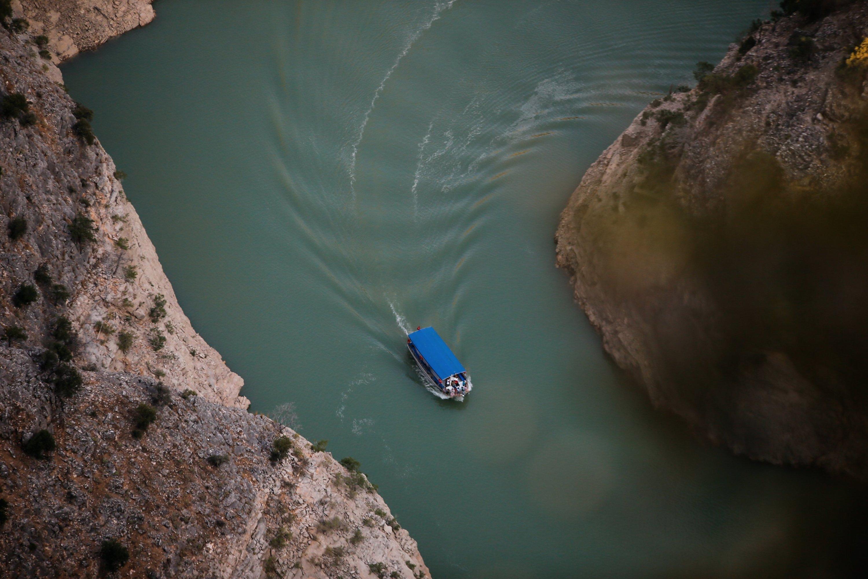 Il y a des excursions quotidiennes en bateau sur les eaux de la rivière Akçay dans le canyon Arapapıştı (Inceğiz).  (Photo AA)