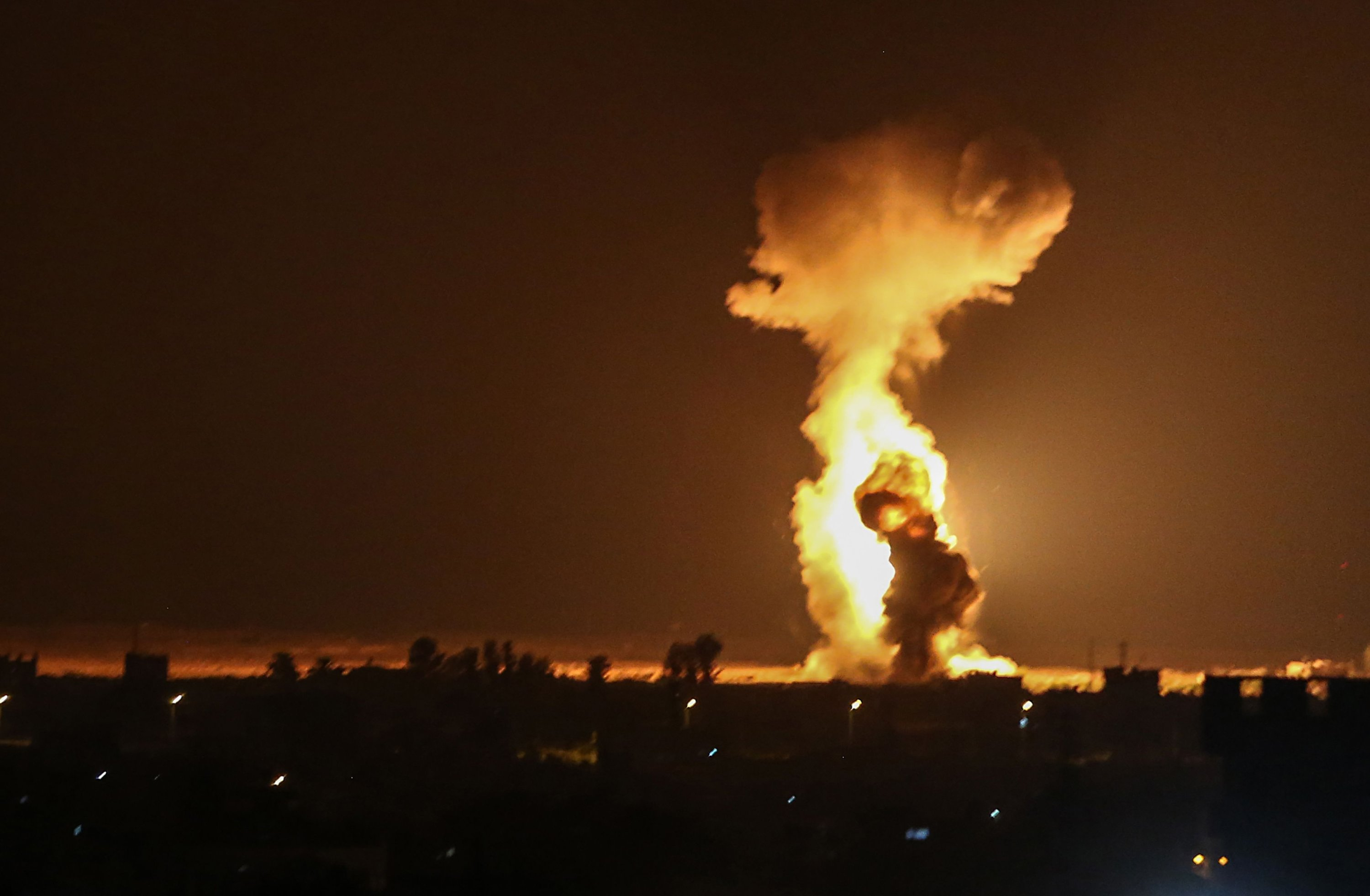 Israel carries out overnight strikes on Hamas positions in Gaza over fire  balloons | Daily Sabah