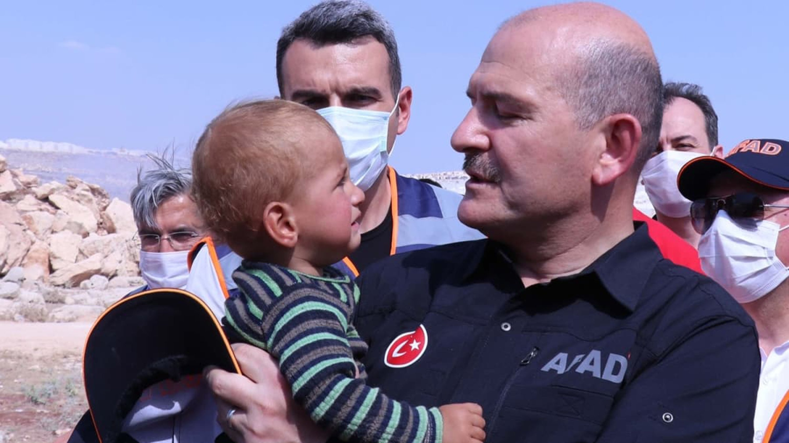 Interior Minister Süleyman Soylu hugs a displaced Syrian child during his one-day trip to Idlib, June 7, 2020.