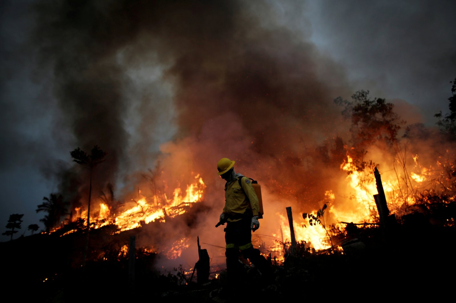 A Brazilian Institute for the Environment and Renewable Natural Resources (IBAMA) fire brigade member attempts to control a fire in a tract of the Amazon jungle in Apui, Amazonas State, Brazil, Aug. 11, 2020. (Reuters Photo)