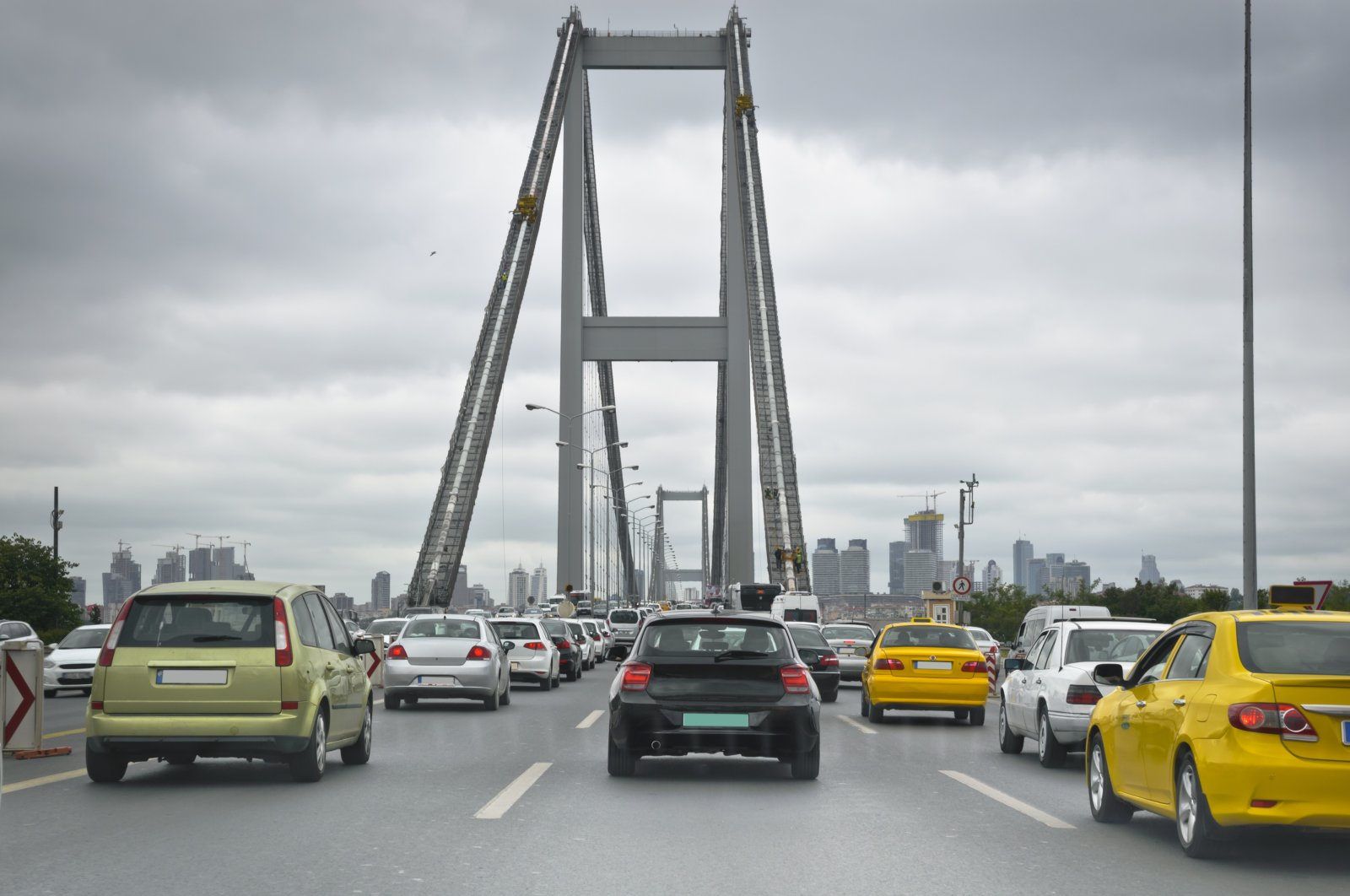 Having to retake your driving test as a foreigner can be daunting and time-consuming, but driving with an illegal license can incur heavy fines in Turkey.