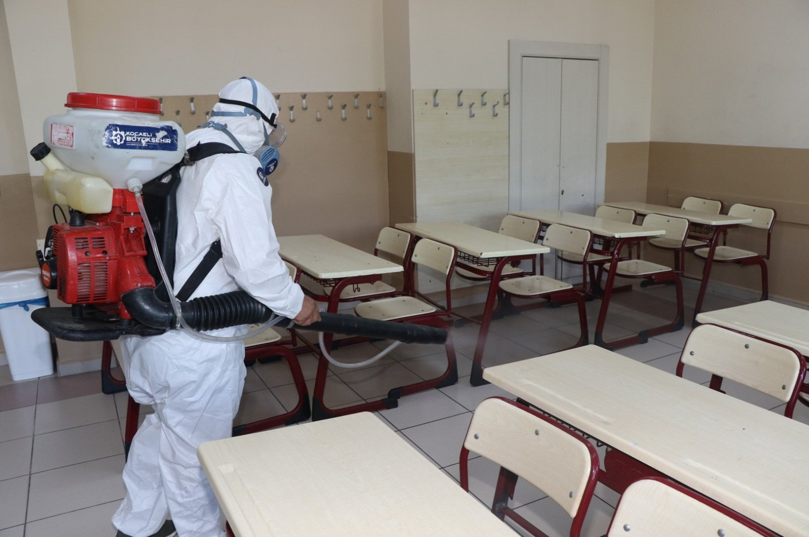 A worker disinfects a school in Kocaeli, northwestern Turkey, Jun. 26, 2020. (AA Photo)