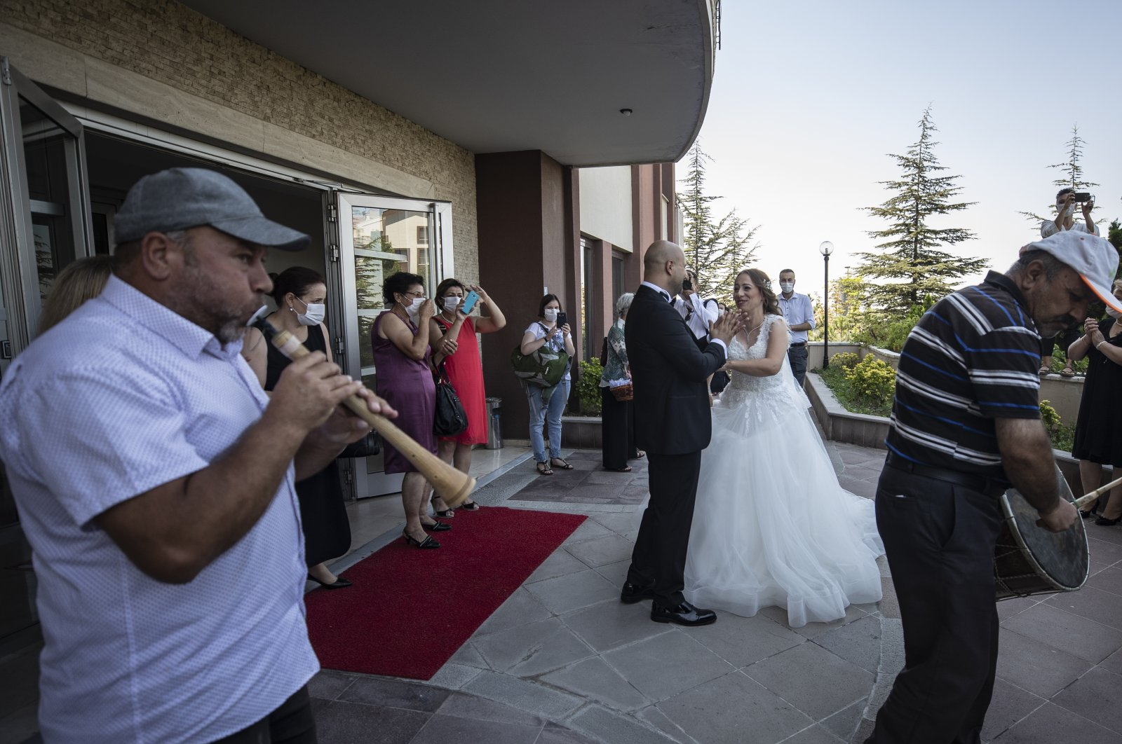 Two musicians play at a street wedding in the capital Ankara, Turkey, Aug. 11, 2020. (AA Photo)