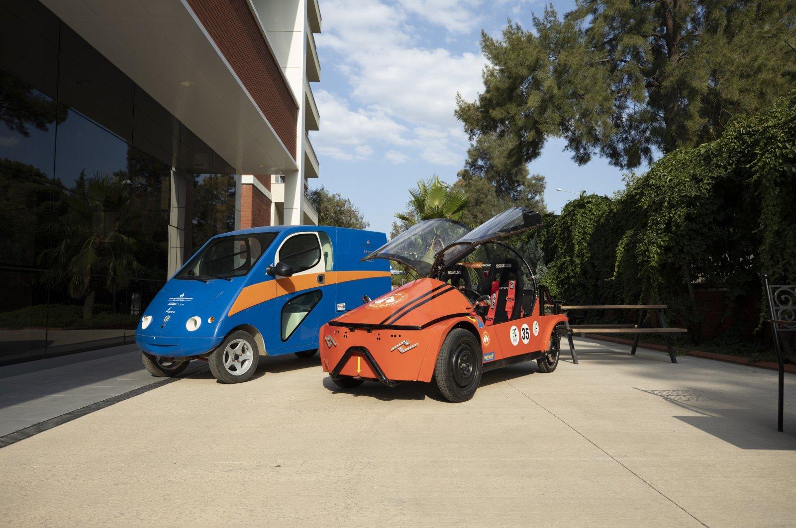 Izmir University of Economics and Tekno CTP started works to produce electric light cargo vehicle. (AA Photo)