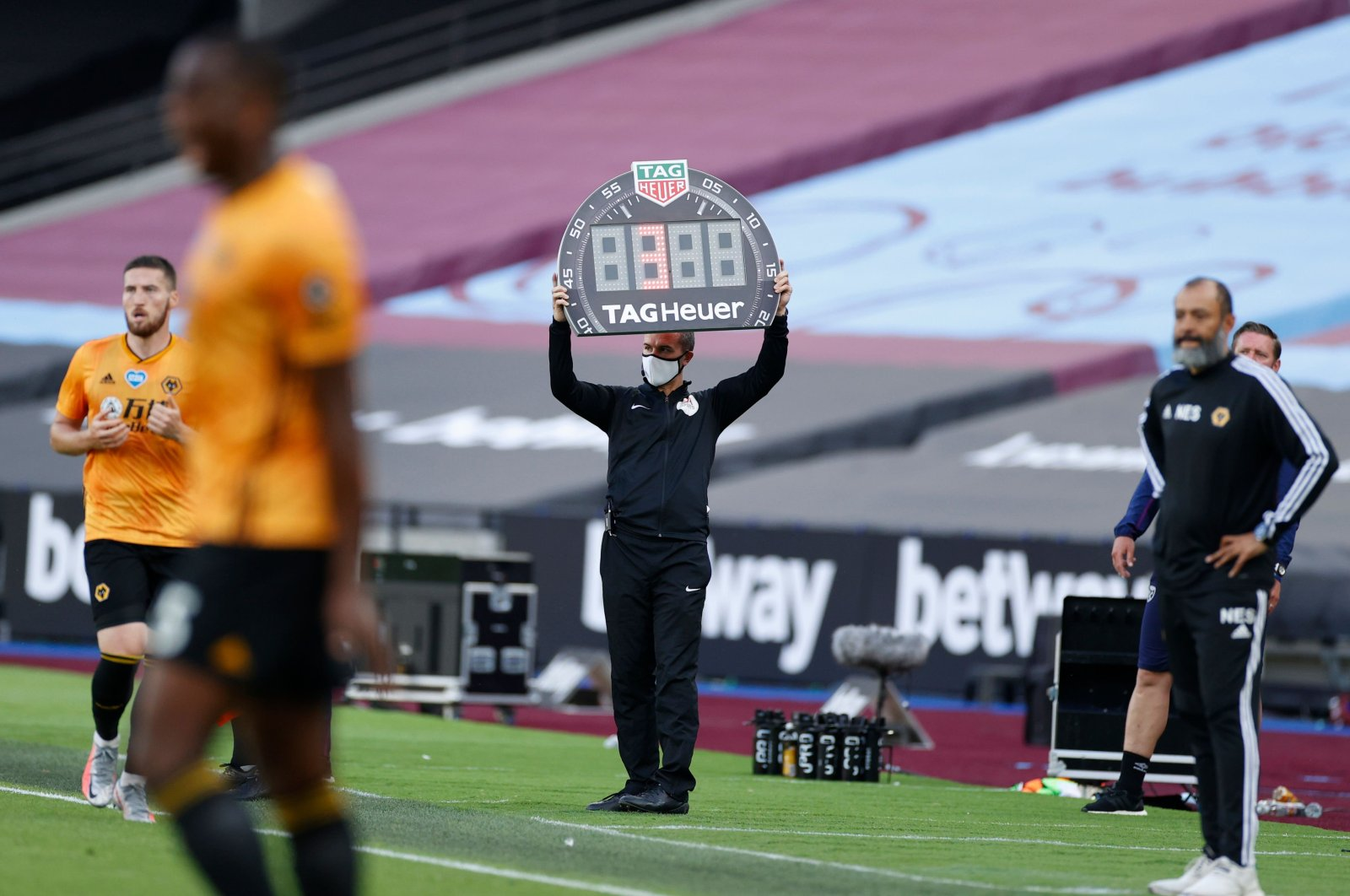 Wolverhampton Wanderers coach Nuno Espirito Santo (R) watches a substitution of players during a match against West Ham, London, June 20, 2020. (AFP Photo)