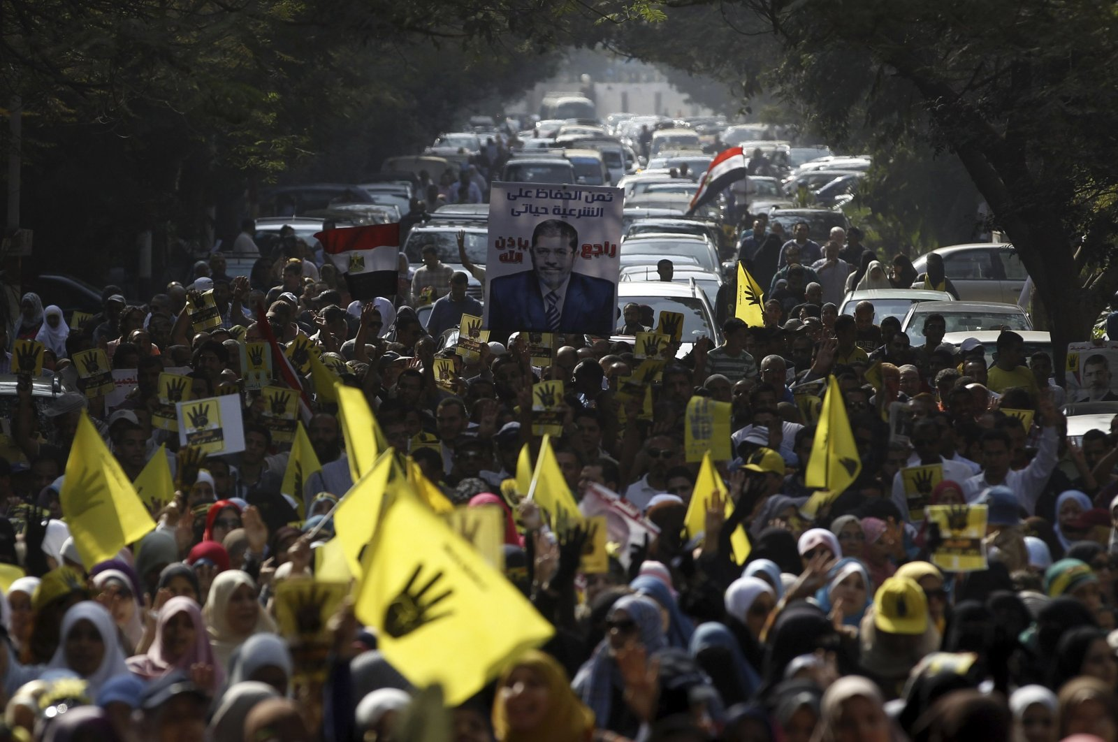Supporters of the Muslim Brotherhood and Egyptian Mohammed Morsi take part in a protest against the military in Cairo November 1, 2013. (Reuters Photo)