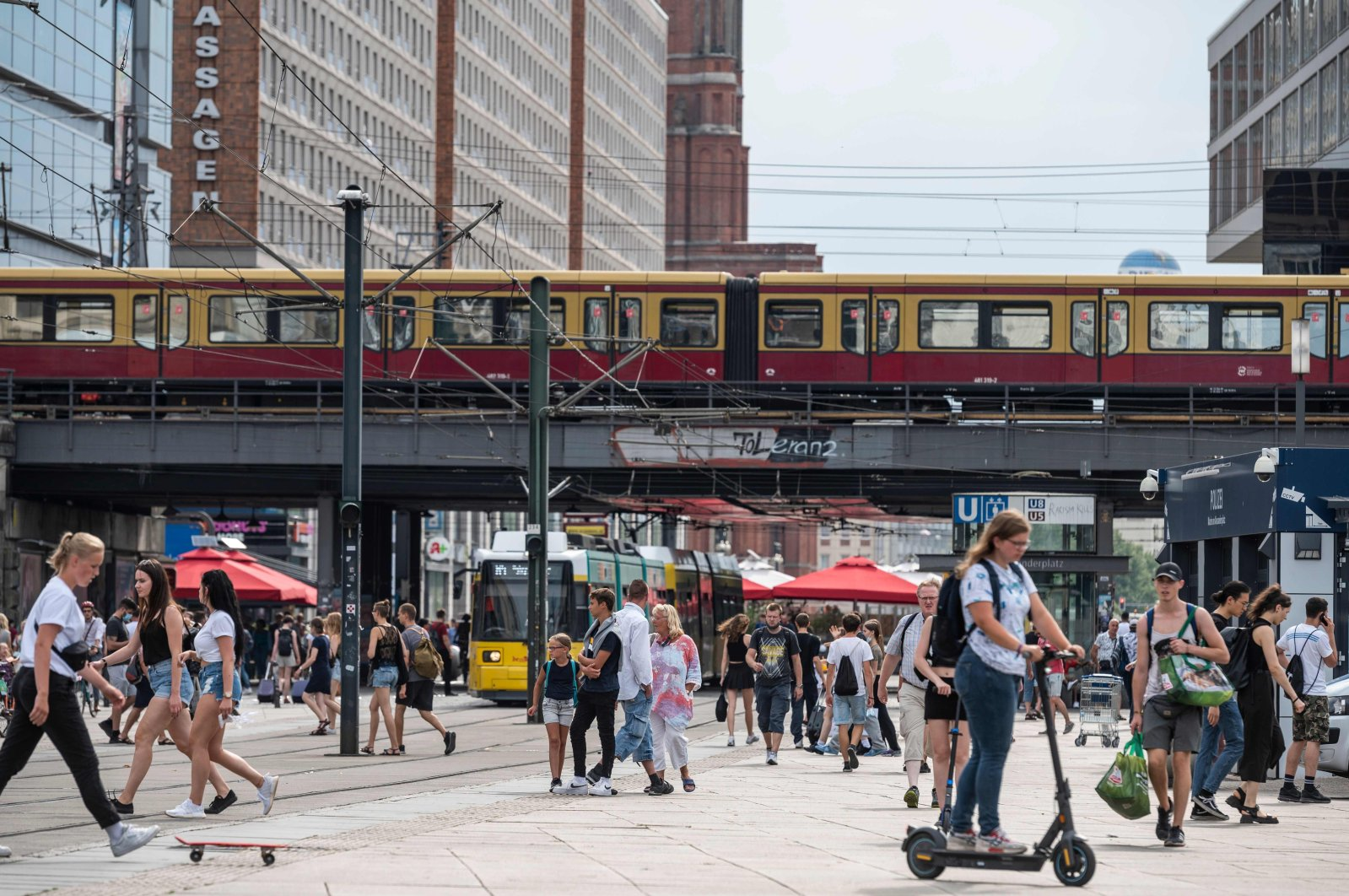 Crowds gather in Berlin's central shopping district of Alexanderplatz on August 14, 2020, amid a Coronavirus COVID-19 pandemic. (AFP Photo)