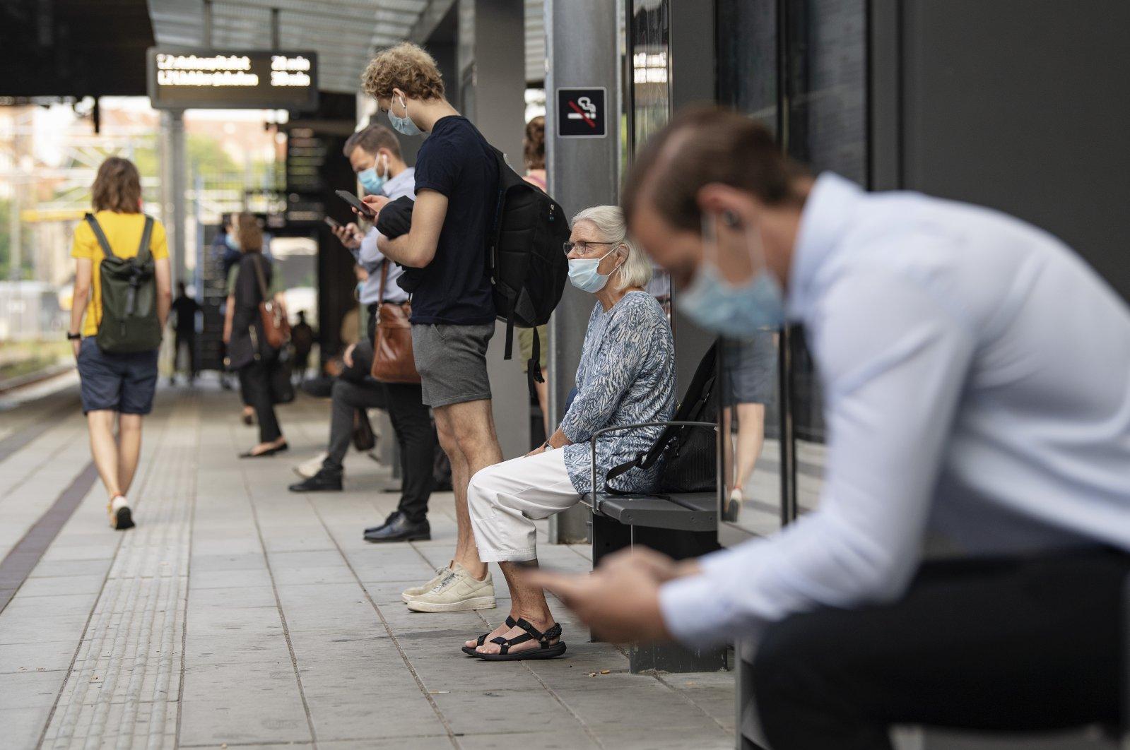 Passengers wear masks as they wait for a tram in Aarhus, Denmark, 10 August 2020. (EPAEFE Photo)