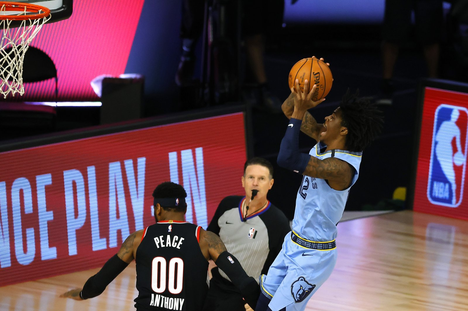 Memphis Grizzlies' Ja Morant (R) goes up for a shot against the Portland Trail Blazers, in Florida, U.S., Aug. 15, 2020. (AP Photo)