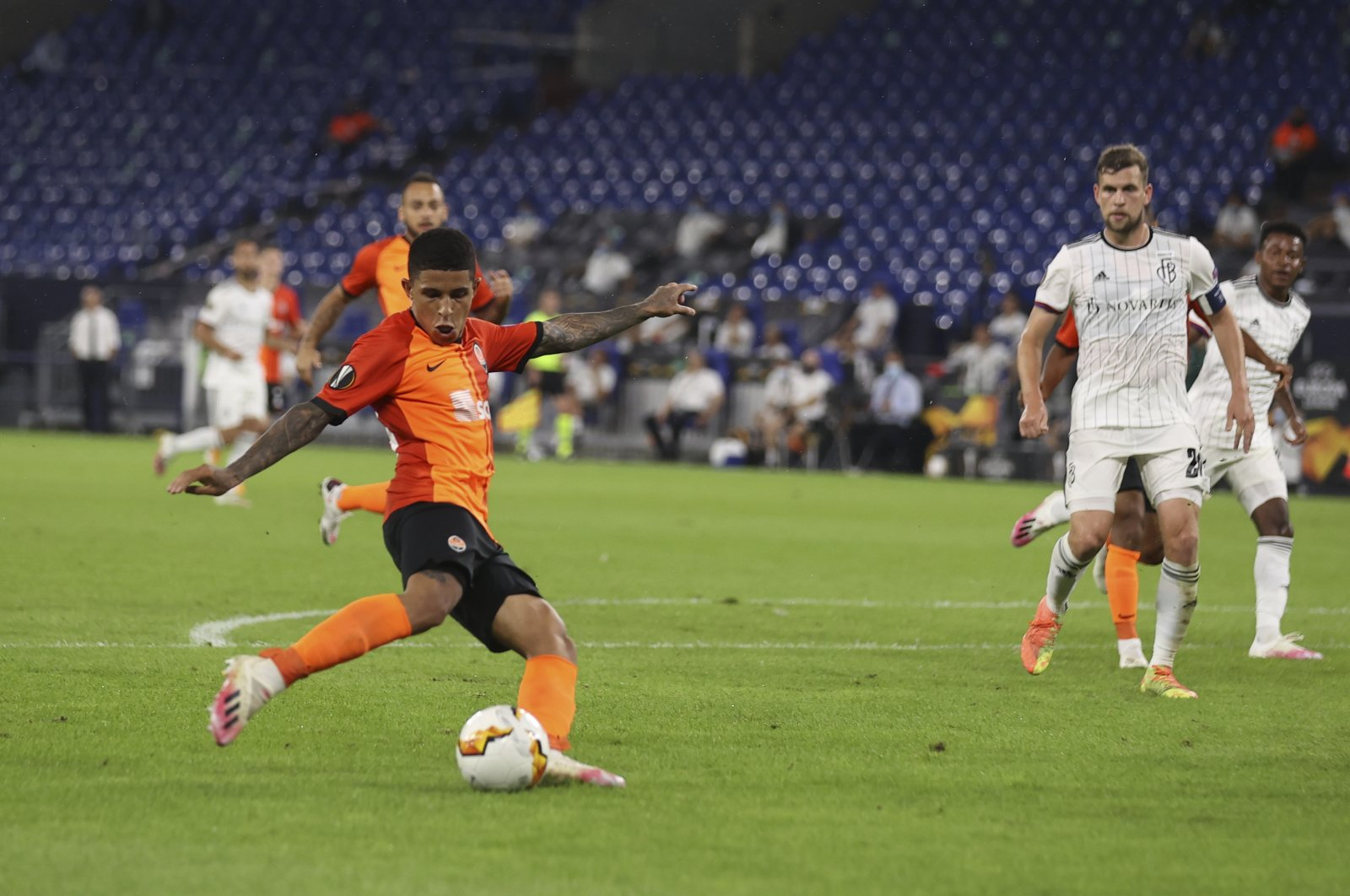 Dodo of Shakhtar (L) scores the 4-0 goal during the UEFA Europa League quarterfinal match against FC Basel, in Gelsenkirchen, Germany, Aug. 11, 2020. (EPA Photo)