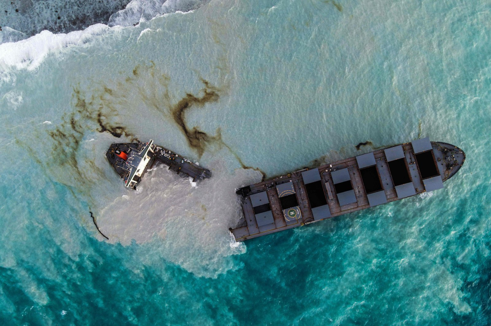 The MV Wakashio bulk carrier that had run aground and broke into two parts near Blue Bay Marine Park, Mauritius, Aug. 16, 2020. (AFP Photo)