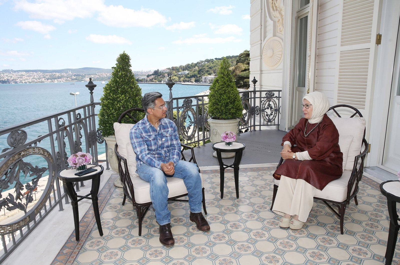 Turkish first lady Emine Erdoğan (R) and prominent Indian actor Aamir Khan are seen during their meeting at the Huber Presidential Mansion in Istanbul, Aug. 16, 2020. (Turkish Presidency via AA)