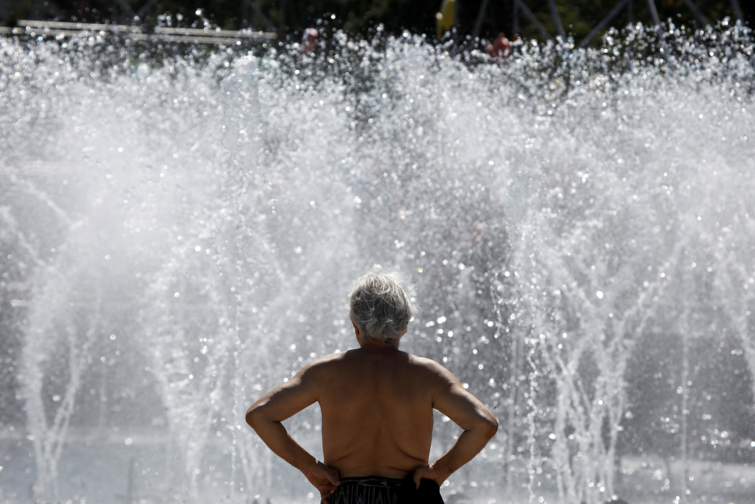 A man sunbathes during hot summer weather in Warsaw, Poland August 12, 2020. (REUTERS Photo)