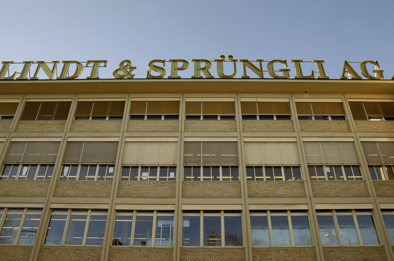 A plant of Swiss chocolate maker Lindt & Spruengli is seen in Kilchberg near Zurich, Switzerland, Jan. 13, 2015. (Reuters Photo)