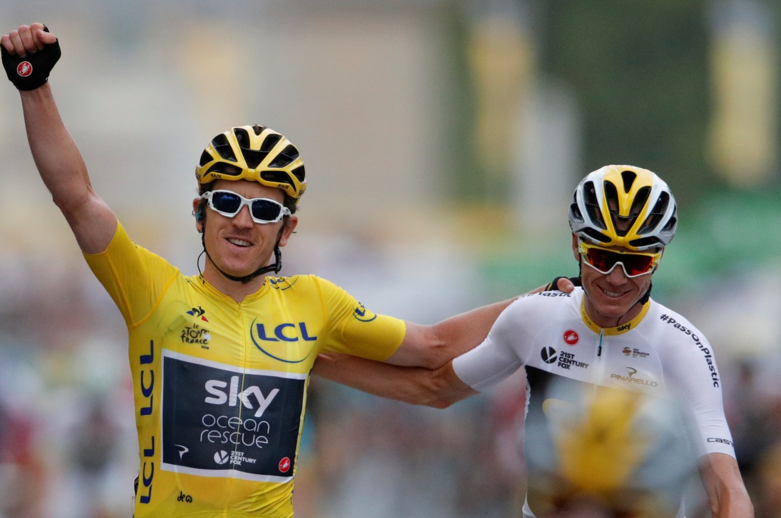 Geraint Thomas (L) and Chris Froome pose after a stage of Tour De France, in Paris, France, July 29, 2018. (Reuters Photo)