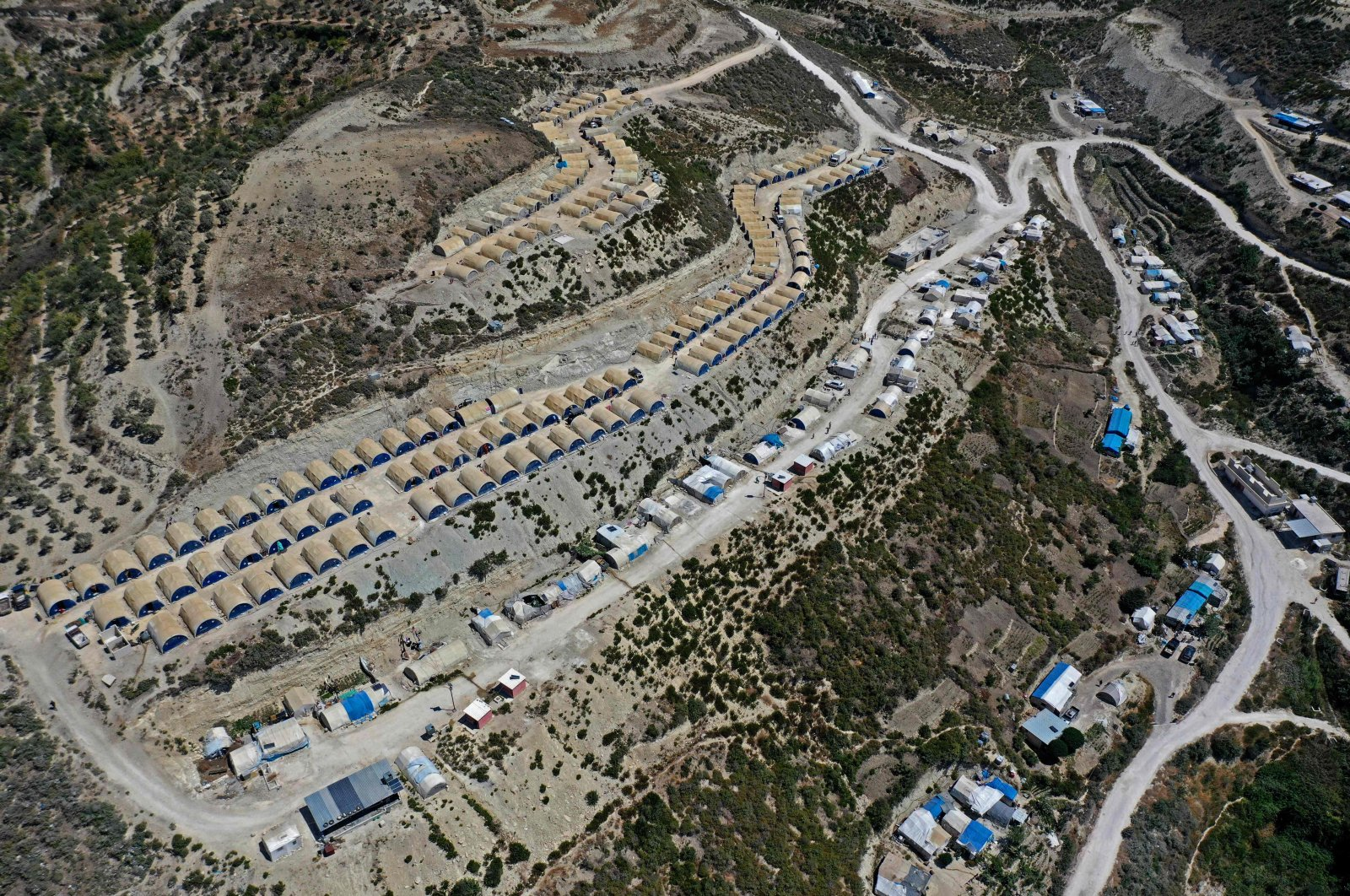 An aerial picture shows a tent camp for internally displaced Syrians in the Khirbet al-Joz area, in the west of the northwestern Idlib province near the border with Turkey, Syria, Aug. 18, 2020. (AFP Photo)