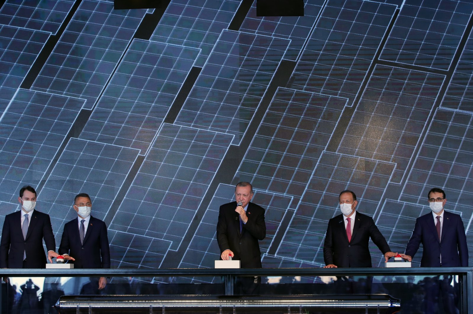 Treasury and Finance Minister Berat Albayrak (L), Vice President Fuat Oktay (2nd from L), President Recep Tayyip Erdoğan (C), Kalyon Holding chairman Cemal Kalyoncu (2nd from R) and Energy and Natural Resources Minister Fatih Dönmez (R) attend the opening ceremony of the first integrated solar panel manufacturing facility, Ankara, Turkey, Aug. 19, 2020. (AA Photo)