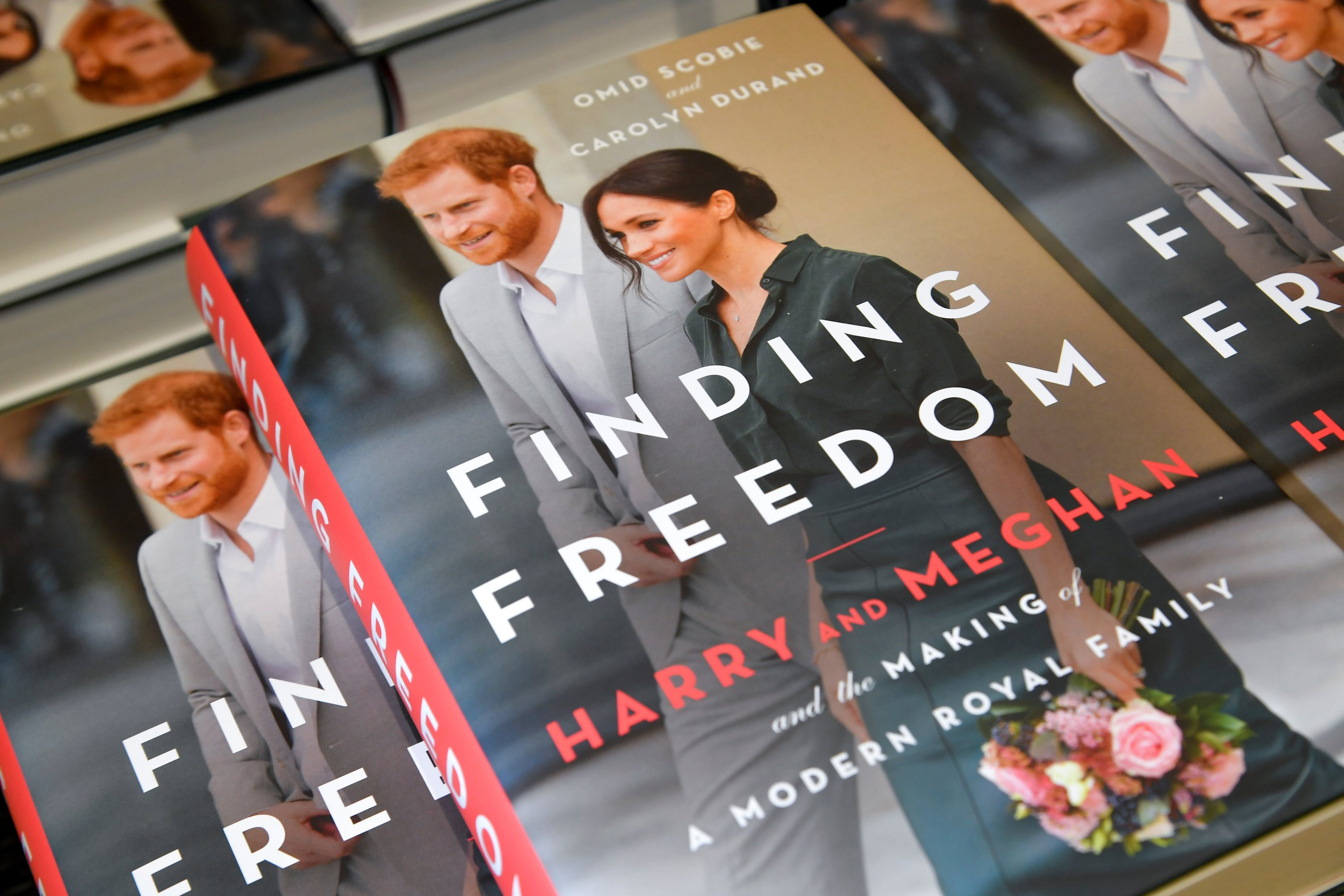 Copies of 'Finding Freedom', an unofficial biography on Prince Harry and Meghan Markle, the Duke and Duchess of Sussex, are seen on display at a Waterstones bookshop in London, Britain August 12, 2020. (REUTERS Photo)