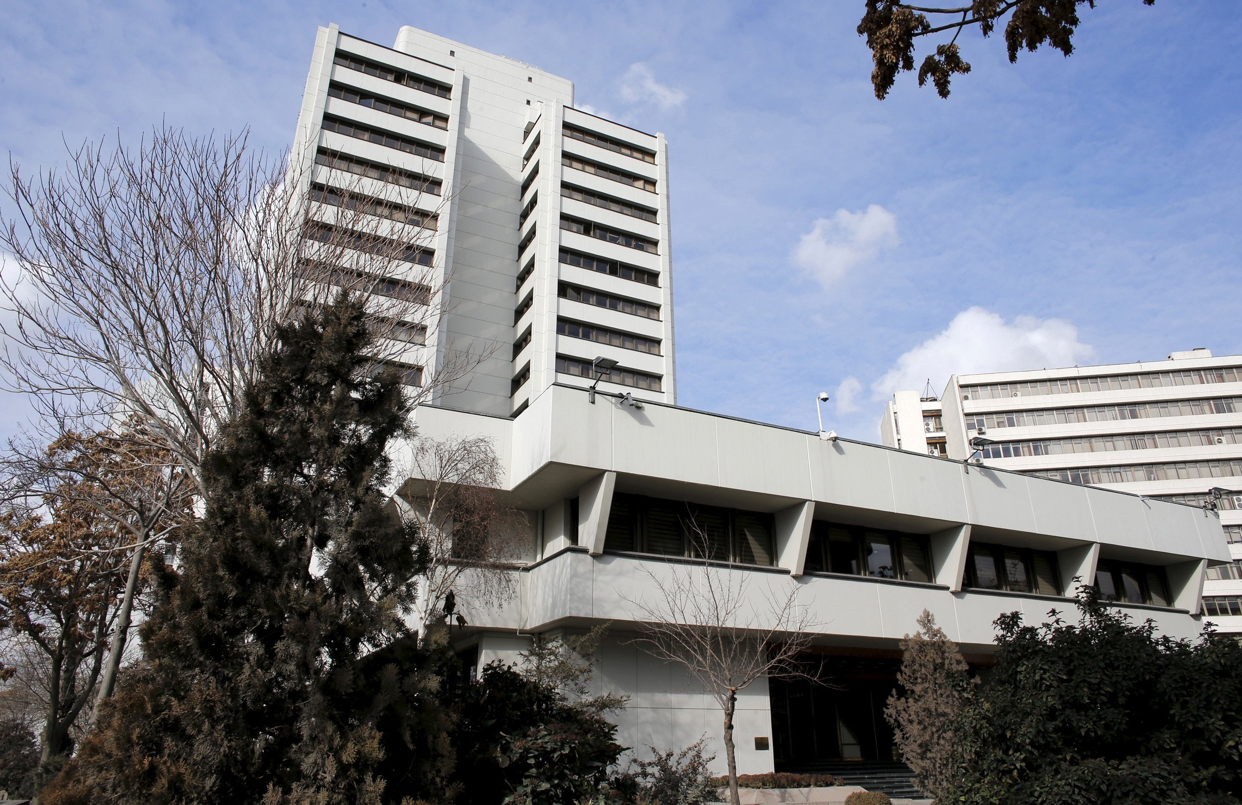 Turkey's central bank leaves key policy rate unchanged for 3rd straight month thumbnail