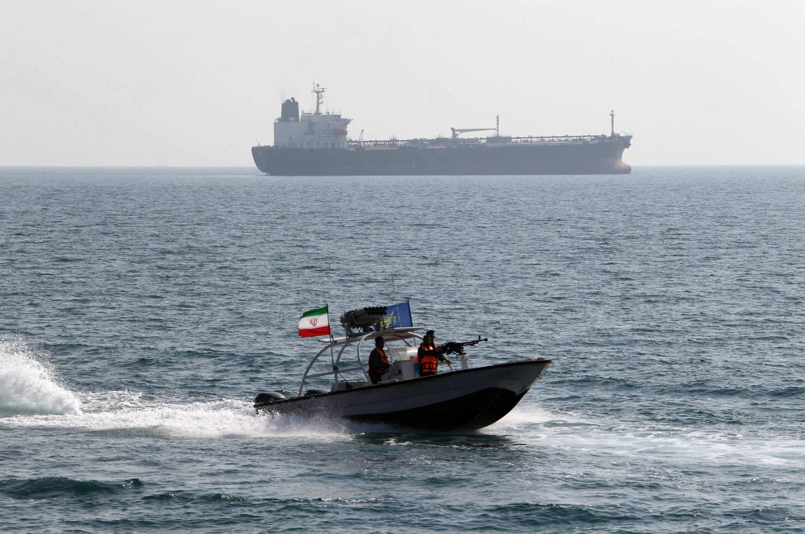 Iranian Revolutionary Guards drive a speedboat in front of an oil tanker at the port of Bandar Abbas, southern Iran, July 2, 2012. (AFP Photo)