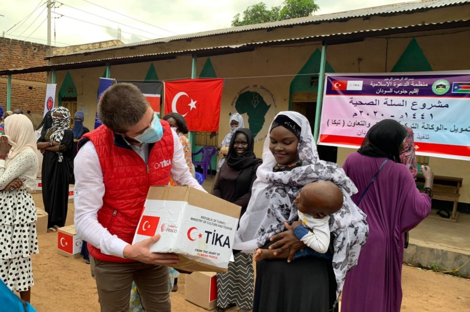 A woman receives a hygiene kit from a TIKA worker, in Juba, South Sudan, June 10, 2020. (Courtesy of TIKA)
