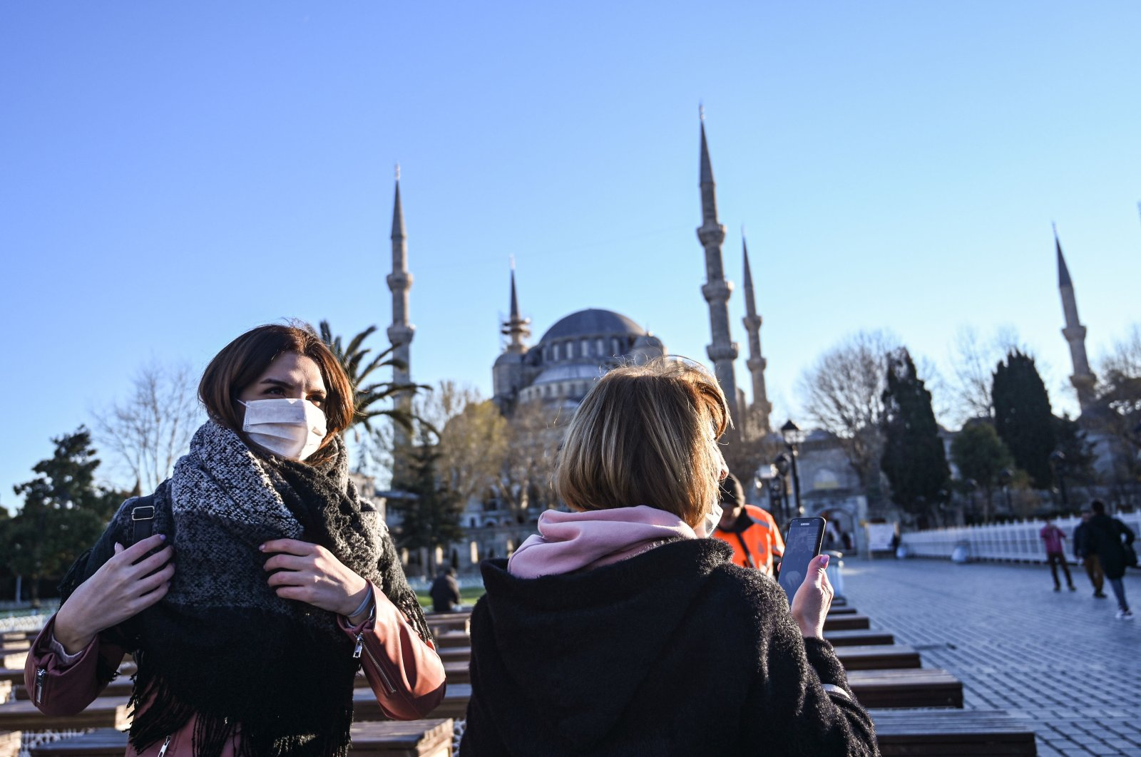 Women wear protective face masks near the Blue Mosque as the nation tries to contain the novel coronavirus, COVID-19, in Istanbul on March 17,2020. (AFP Photo)