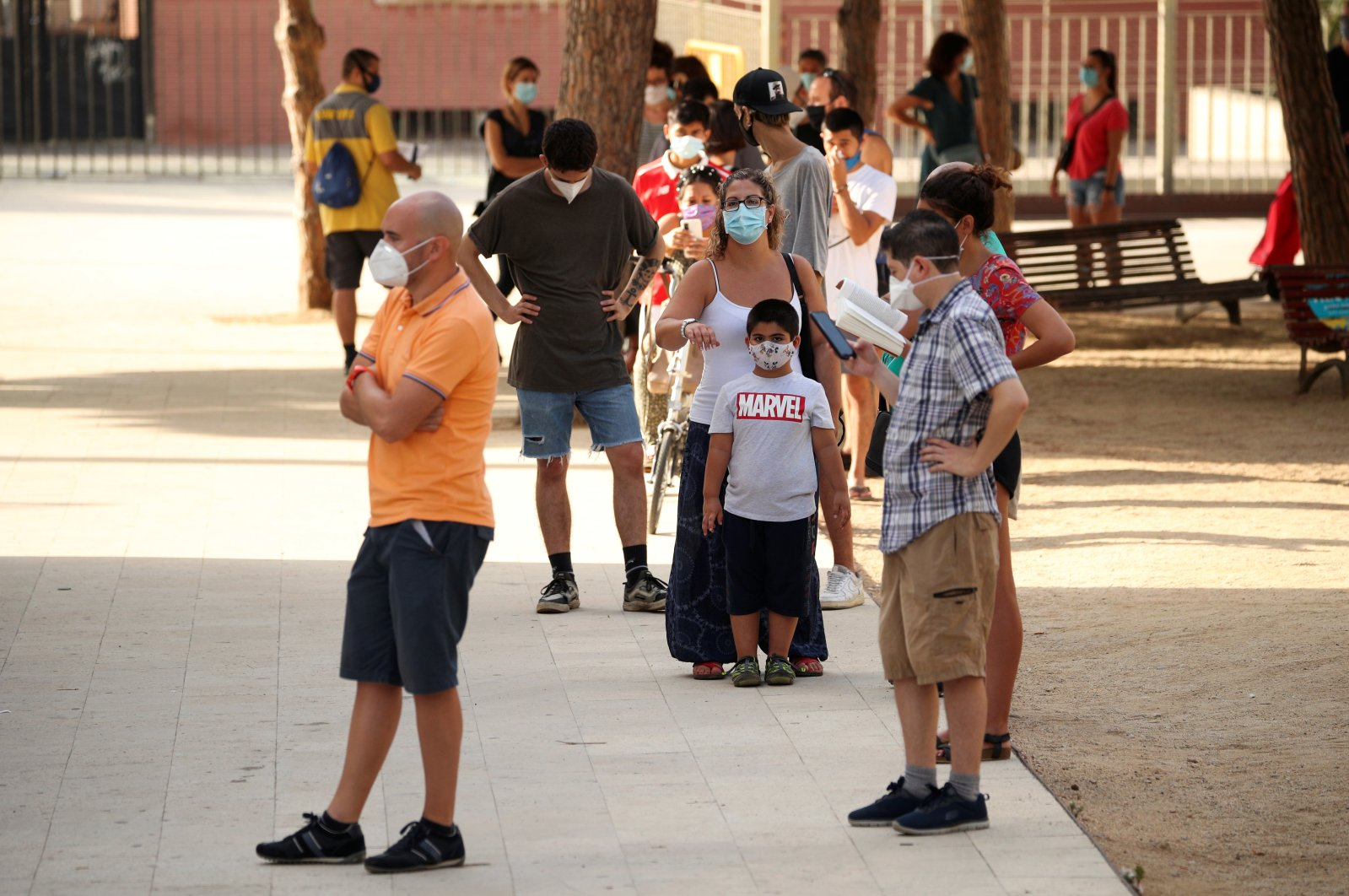 People queue to get tested for the coronavirus at Hospitalet del Llobregat in Barcelona, Spain, Aug. 21, 2020. (Reuters Photo)