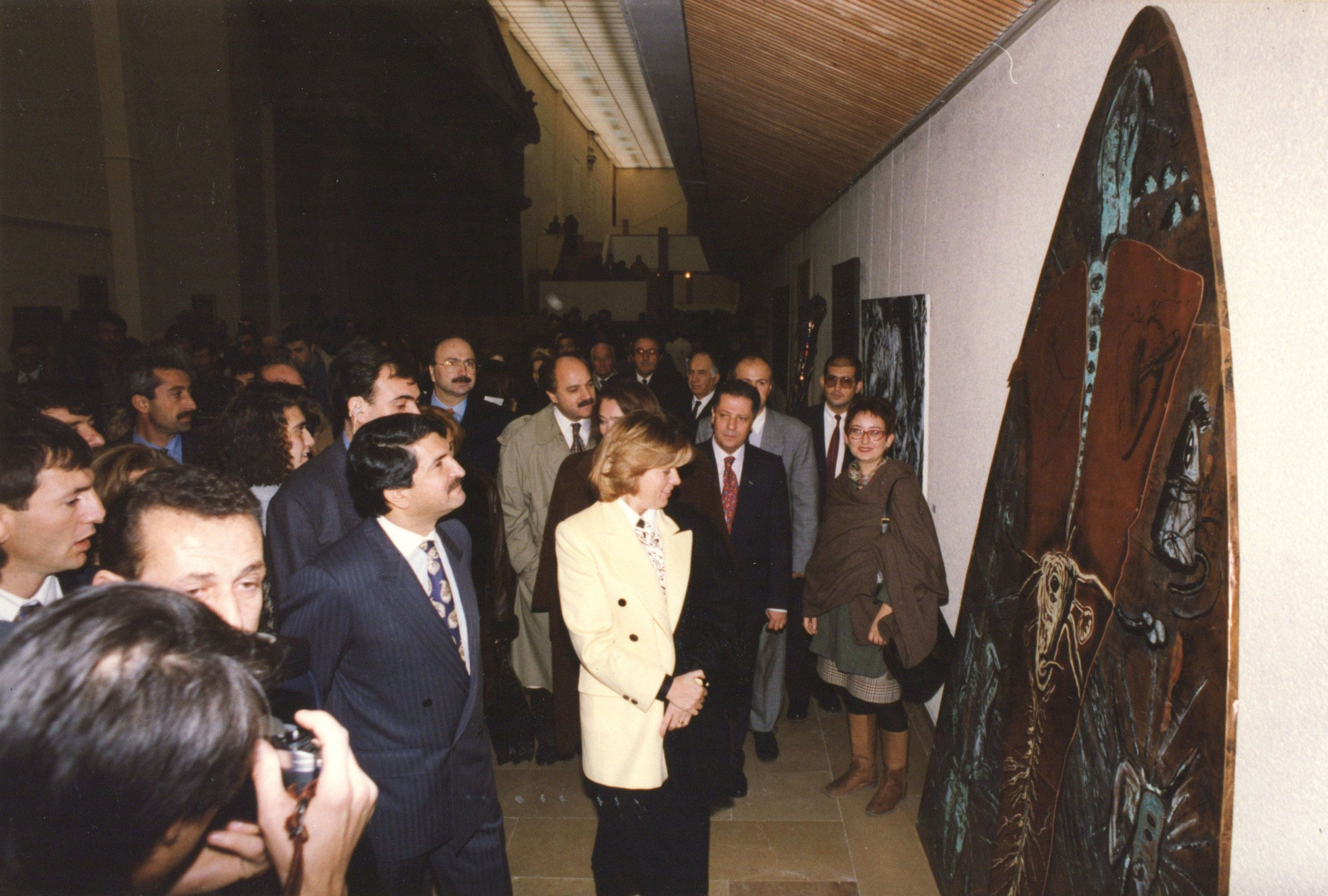 Then-Prime Minister Tansu Çiller, former Culture Minister Fikri Sağlar and artist IInci Eviner at the 1993 'Female Artists from the Republic to Present' exhibition at the Istanbul Archaeological Museums, Istanbul, Turkey. (PHOTO COURTESY OF SALT Research)