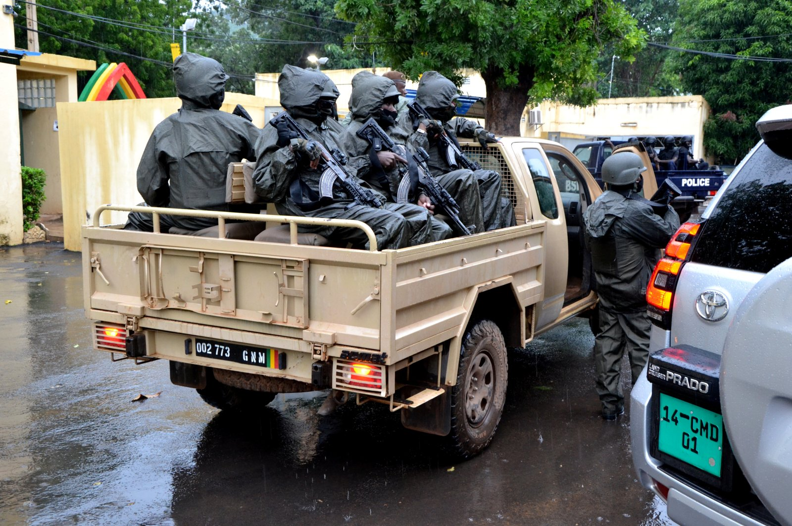 The escorts of Col. Assimi Goita wait in the back of a pickup, Bamako, Mali, Aug. 22, 2020. (REUTERS Photo)