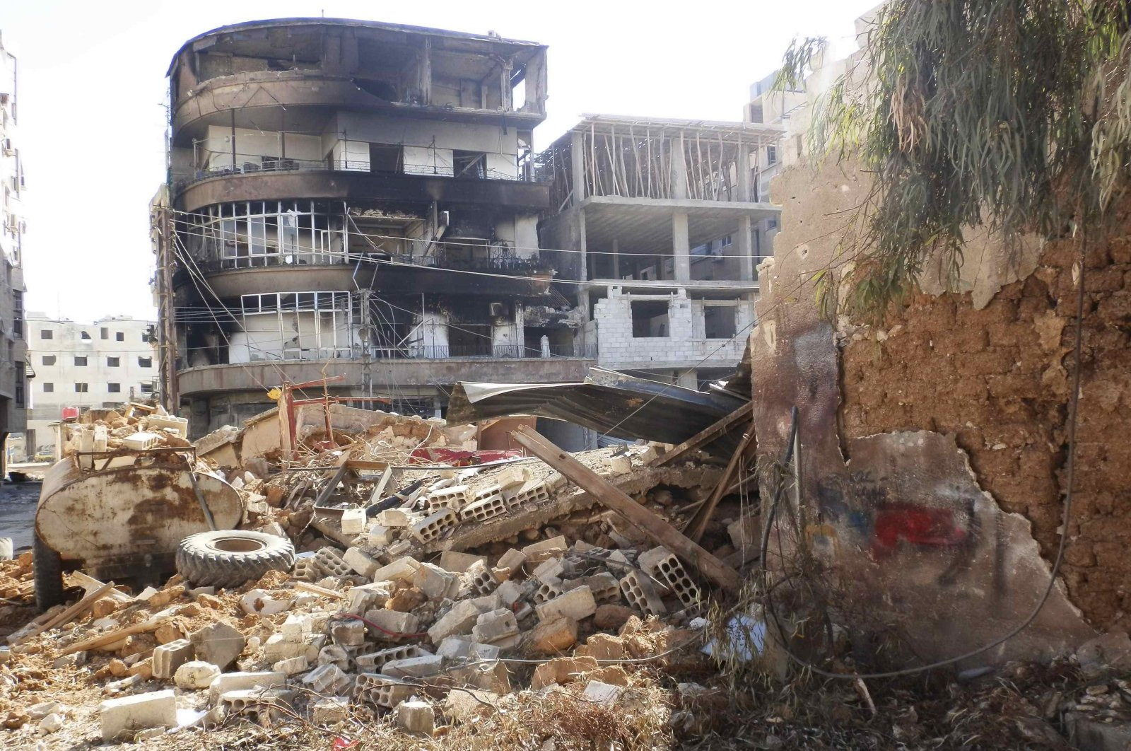 Many buildings were damaged or reduced to rubble after what activists say was shelling by forces loyal to Bashar Assad in Daraya, Syria, Feb. 4, 2013. (REUTERS Photo)
